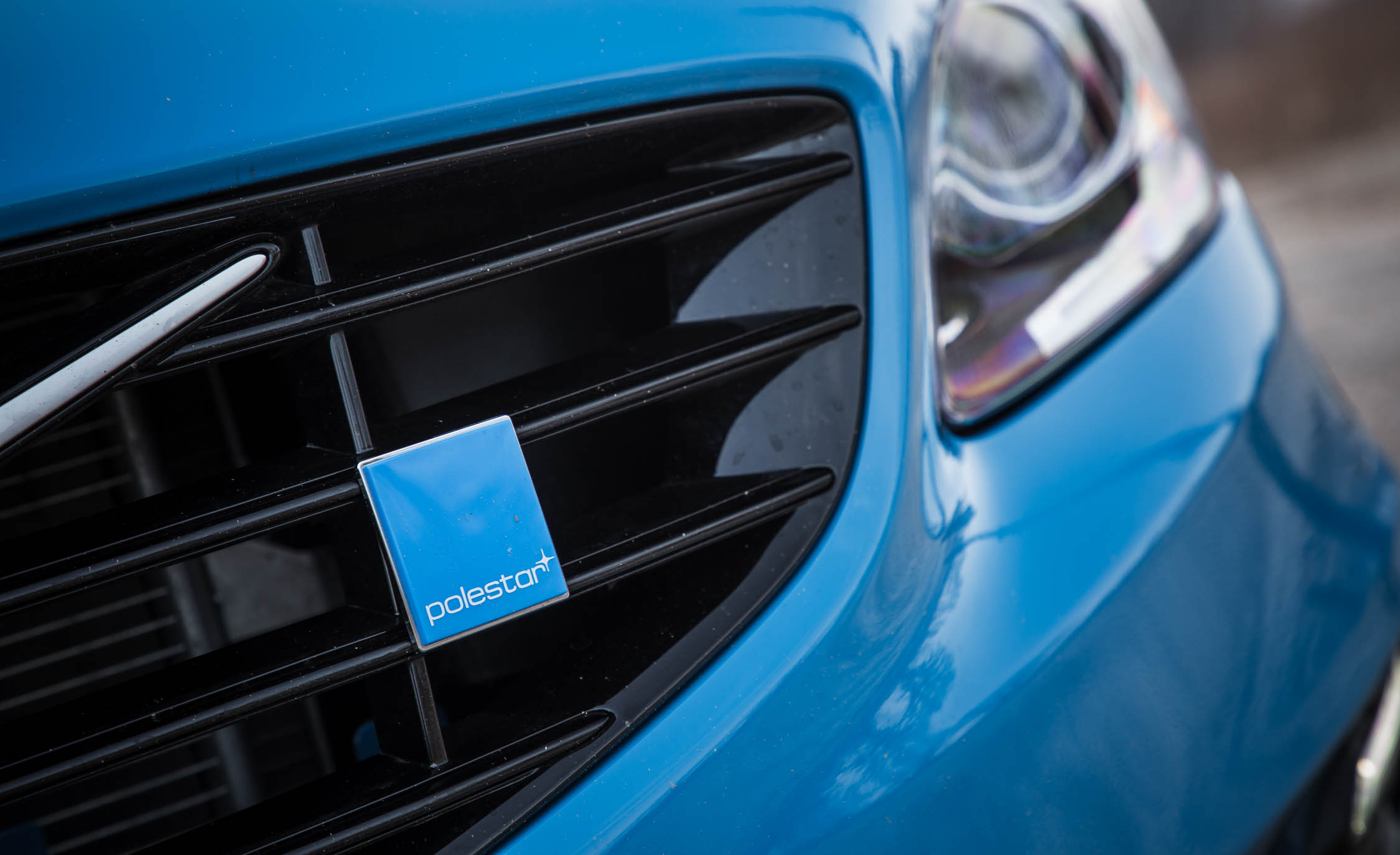 2017 Volvo V60 Polestar Exterior View Grille And Badge (Photo 16 of 53)