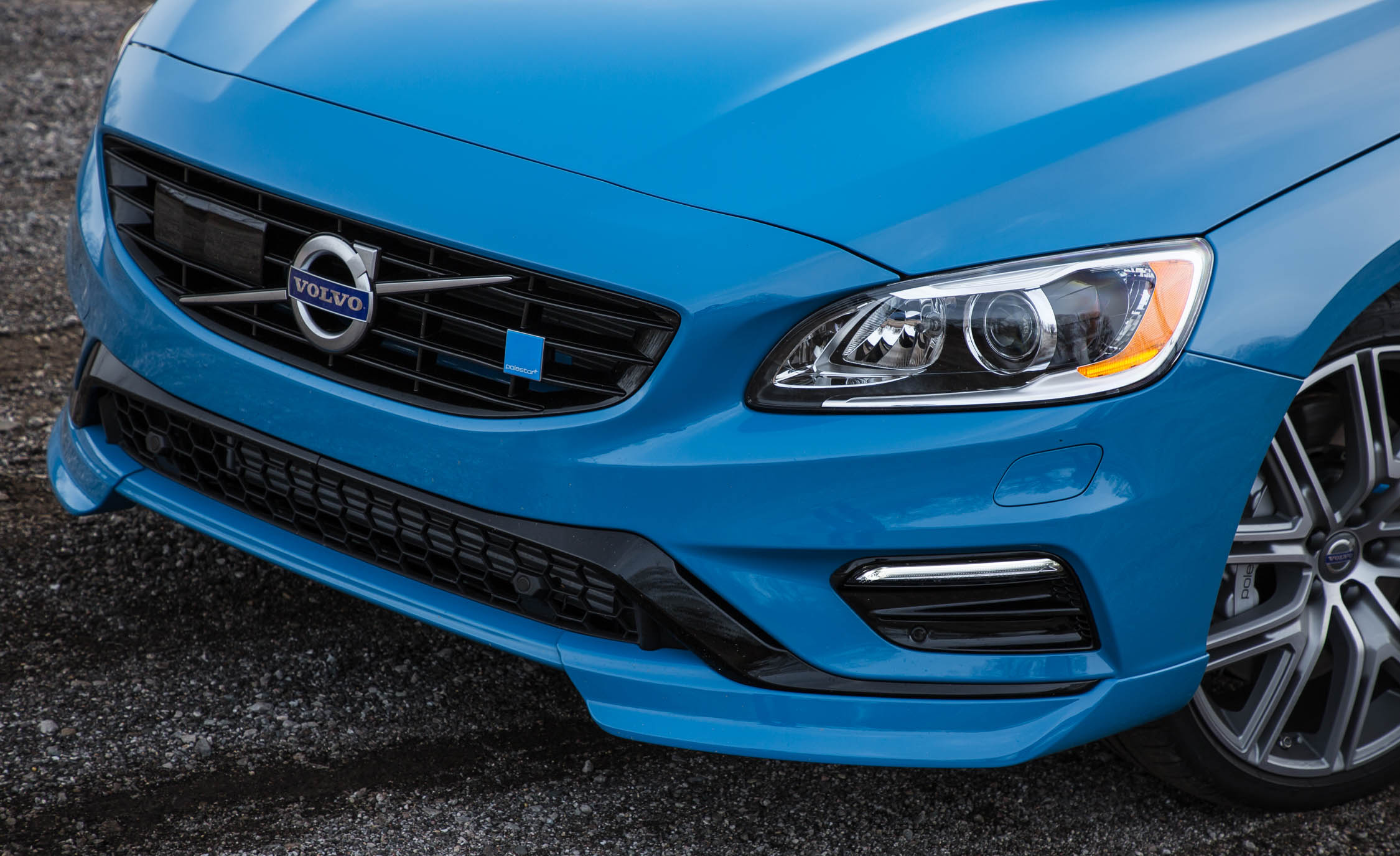 2017 Volvo V60 Polestar Exterior View Grille And Bumper (View 15 of 53)