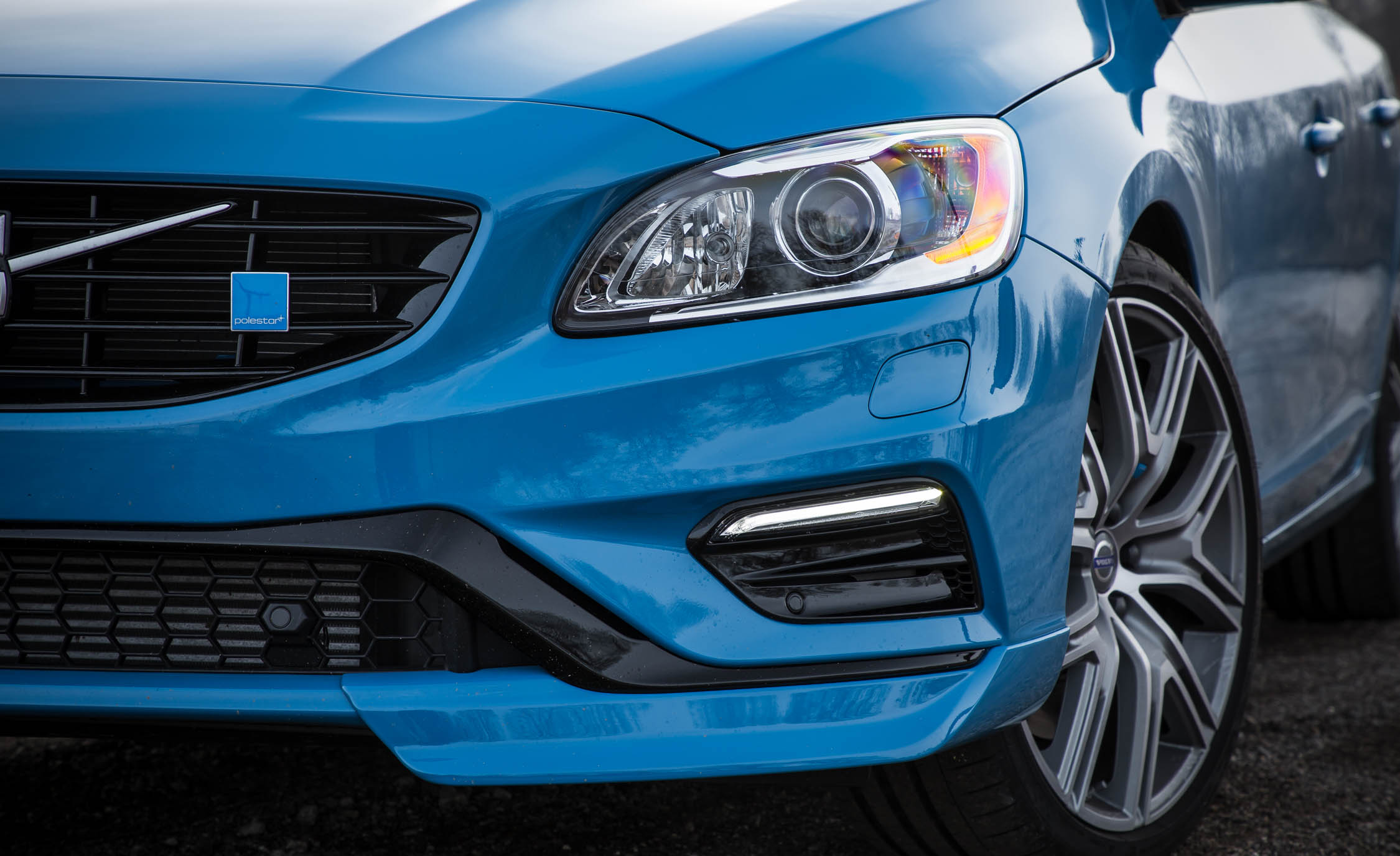 2017 Volvo V60 Polestar Exterior View Headlight And Bumper (View 17 of 53)