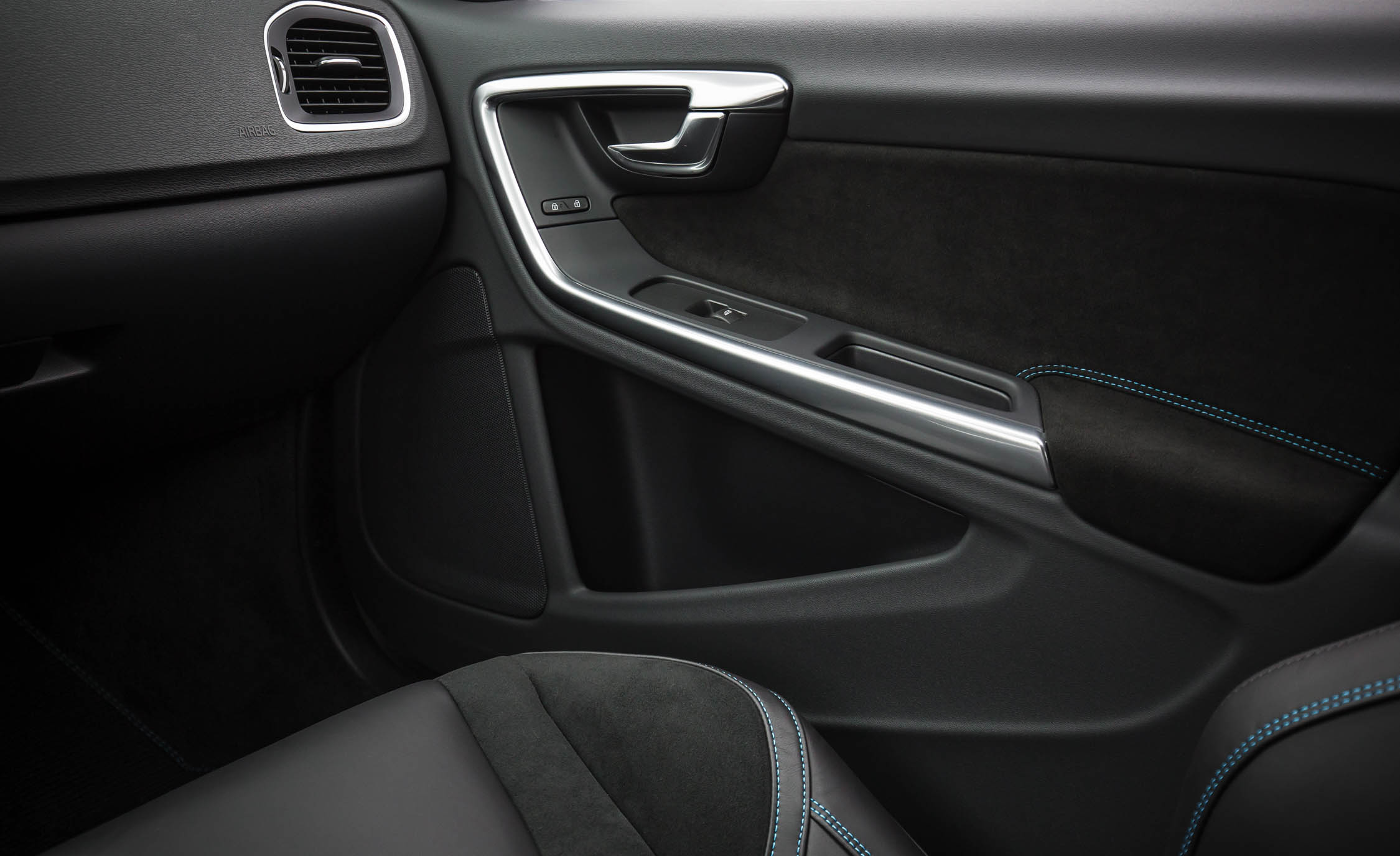 2017 Volvo V60 Polestar Interior View Door Trim Front (Photo 35 of 53)