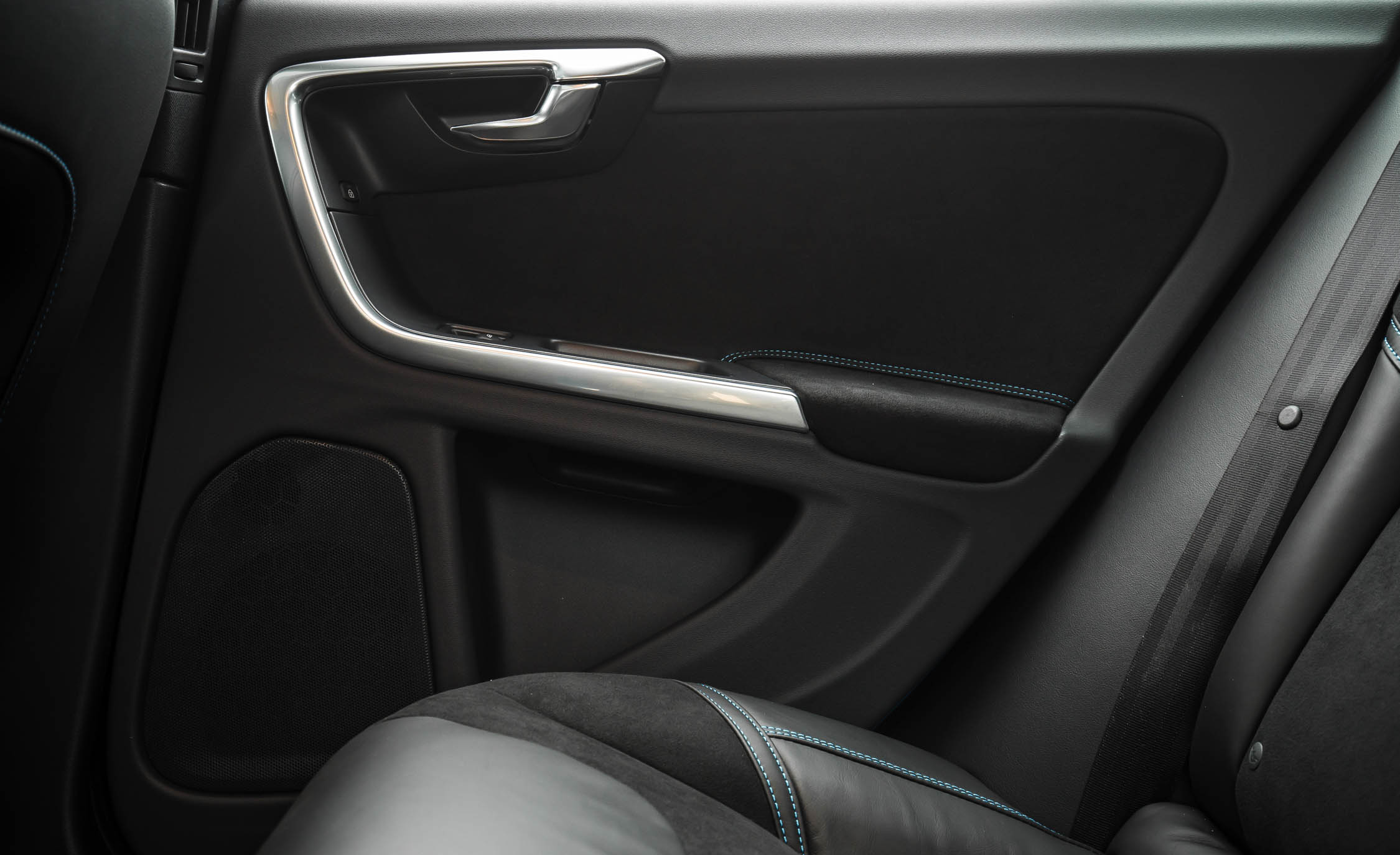 2017 Volvo V60 Polestar Interior View Door Trim Rear (Photo 36 of 53)
