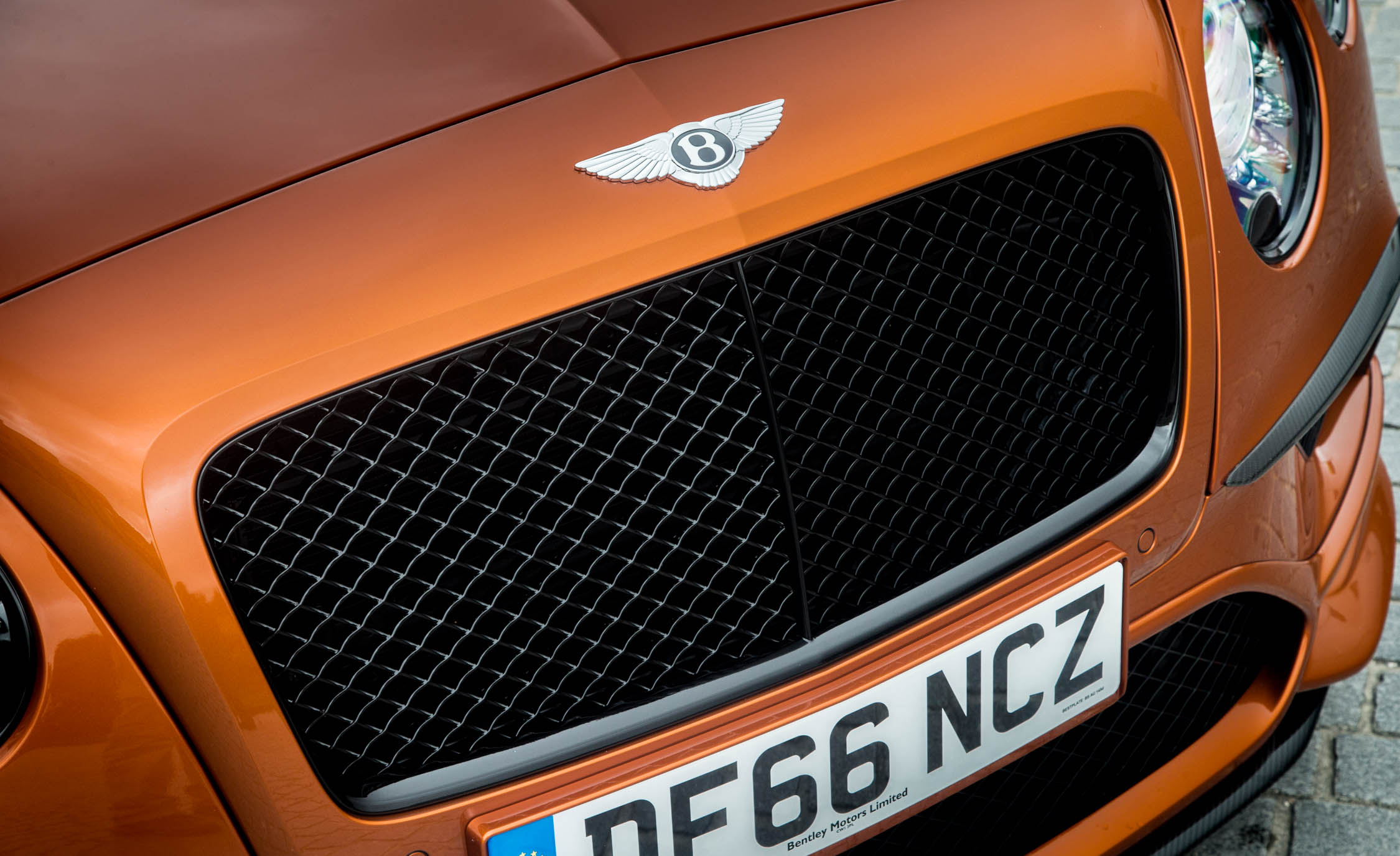 2018 Bentley Continental Supersports Convertible Exterior View Grille (Photo 56 of 66)