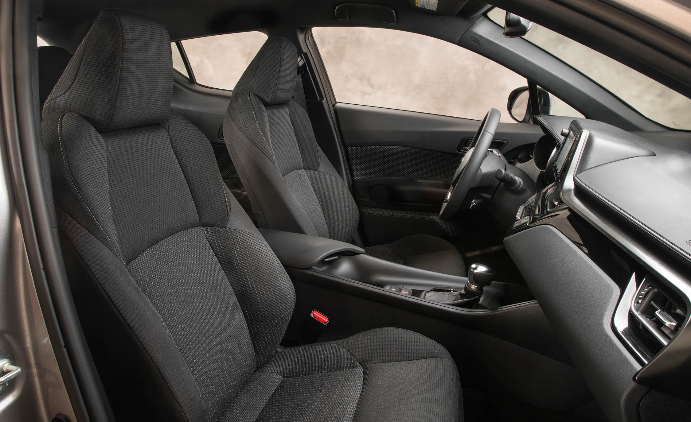 2018 Toyota C HR Interior Seats Front (Photo 13 of 33)