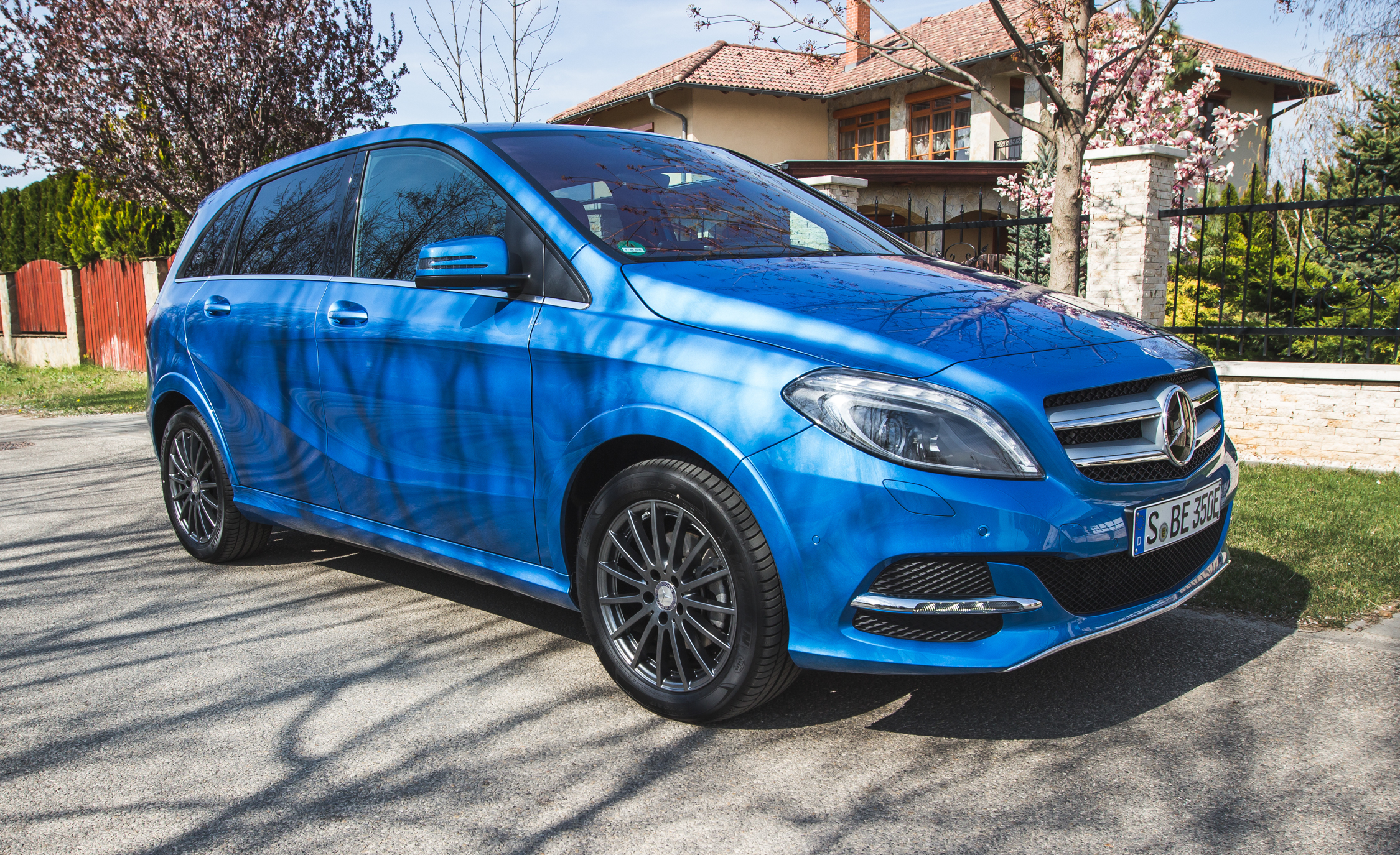 2017 Mercedes Benz B Class EV Blue Color (Photo 2 of 24)
