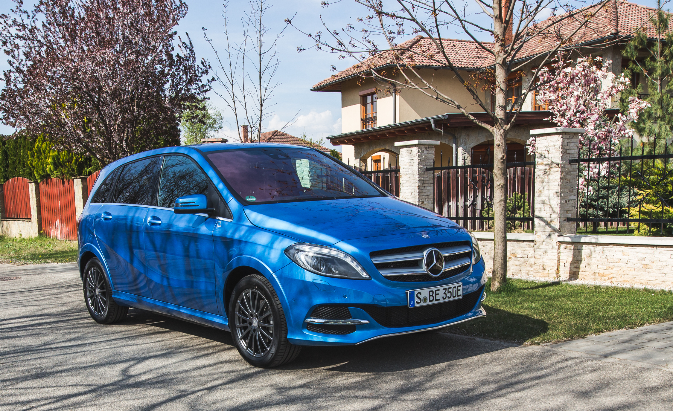 Featured Image of 2017 Mercedes Benz B250e
