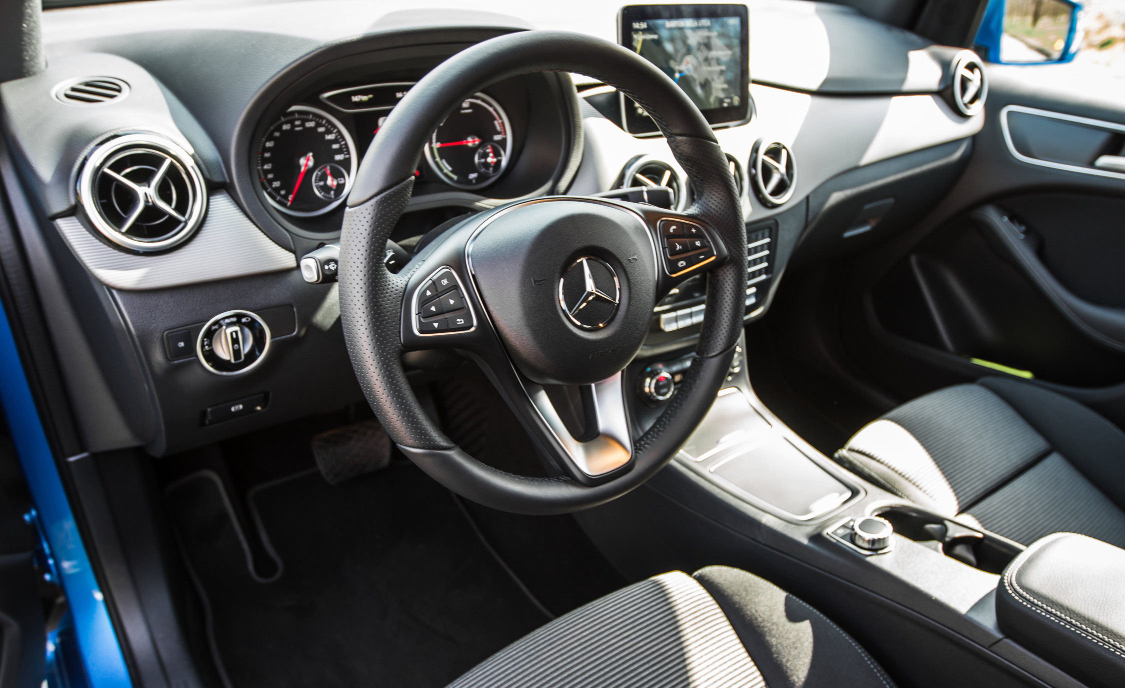 2017 Mercedes Benz B250e Interior View Driver Steering (Photo 3 of 24)