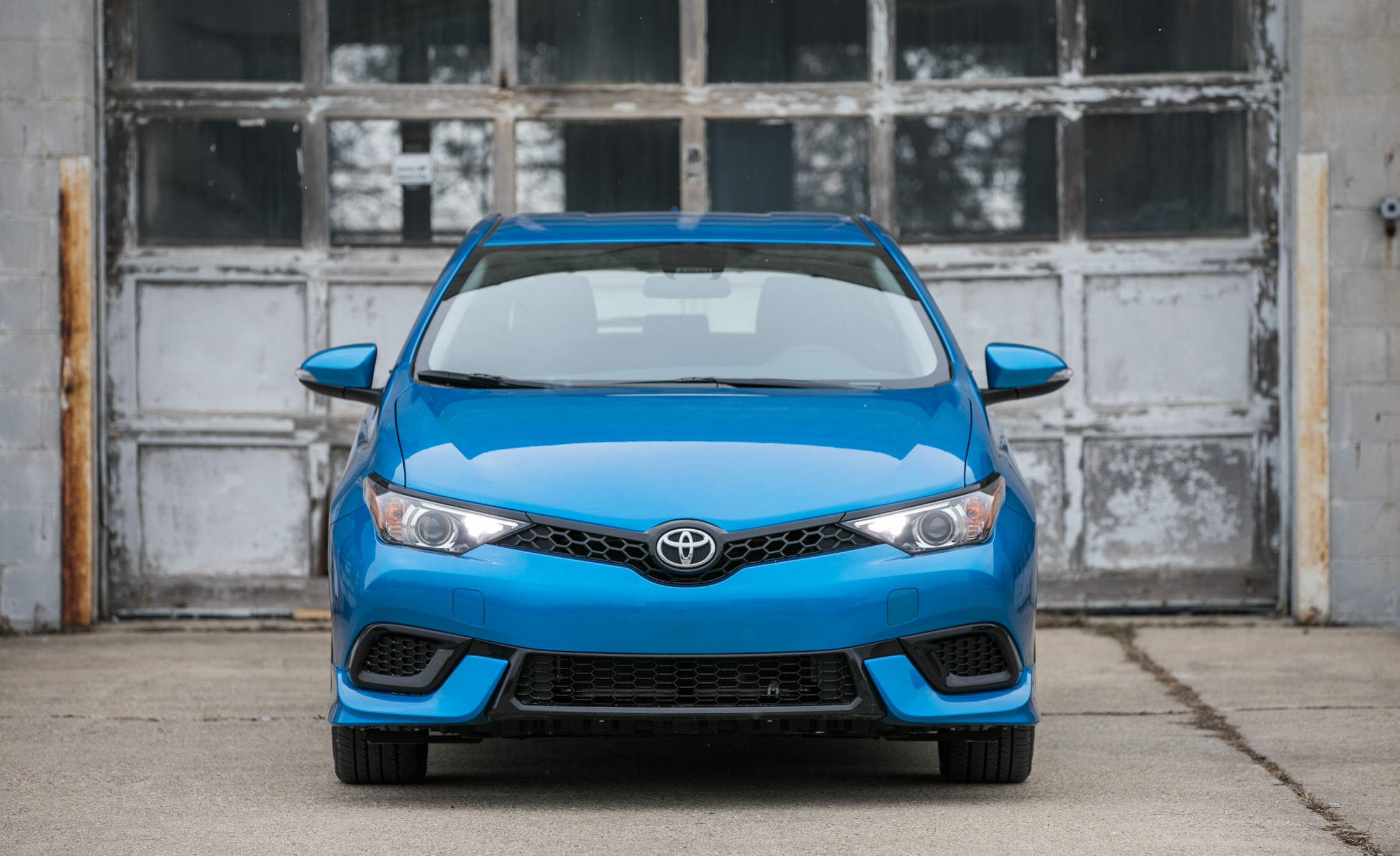 2017 Toyota Corolla IM Hatchback Exterior Front (Photo 3 of 52)