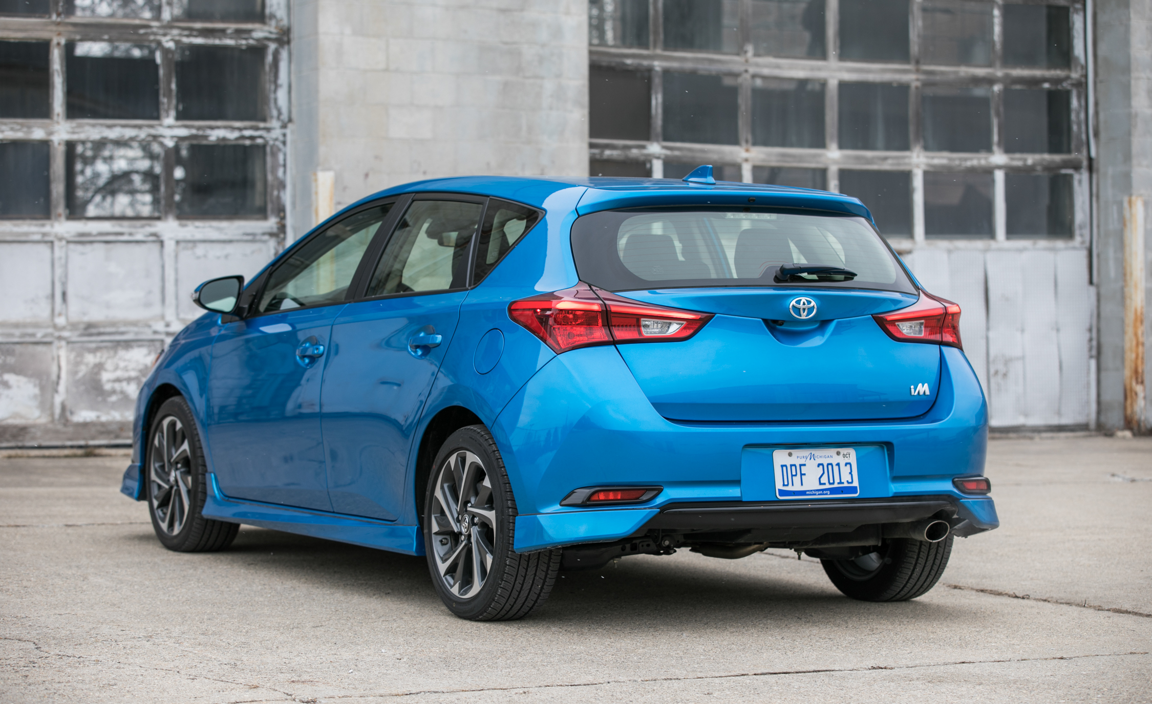 2017 Toyota Corolla IM Hatchback Exterior Rear And Side (Photo 12 of 52)