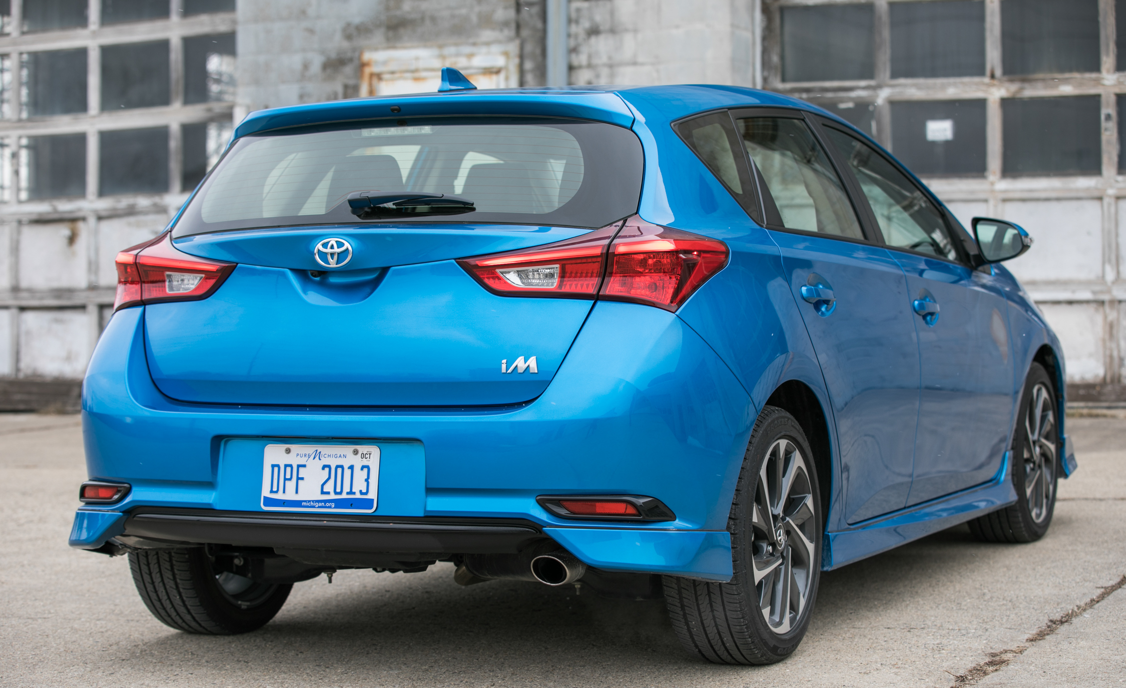 2017 Toyota Corolla IM Hatchback Exterior Rear Corner (Photo 14 of 52)