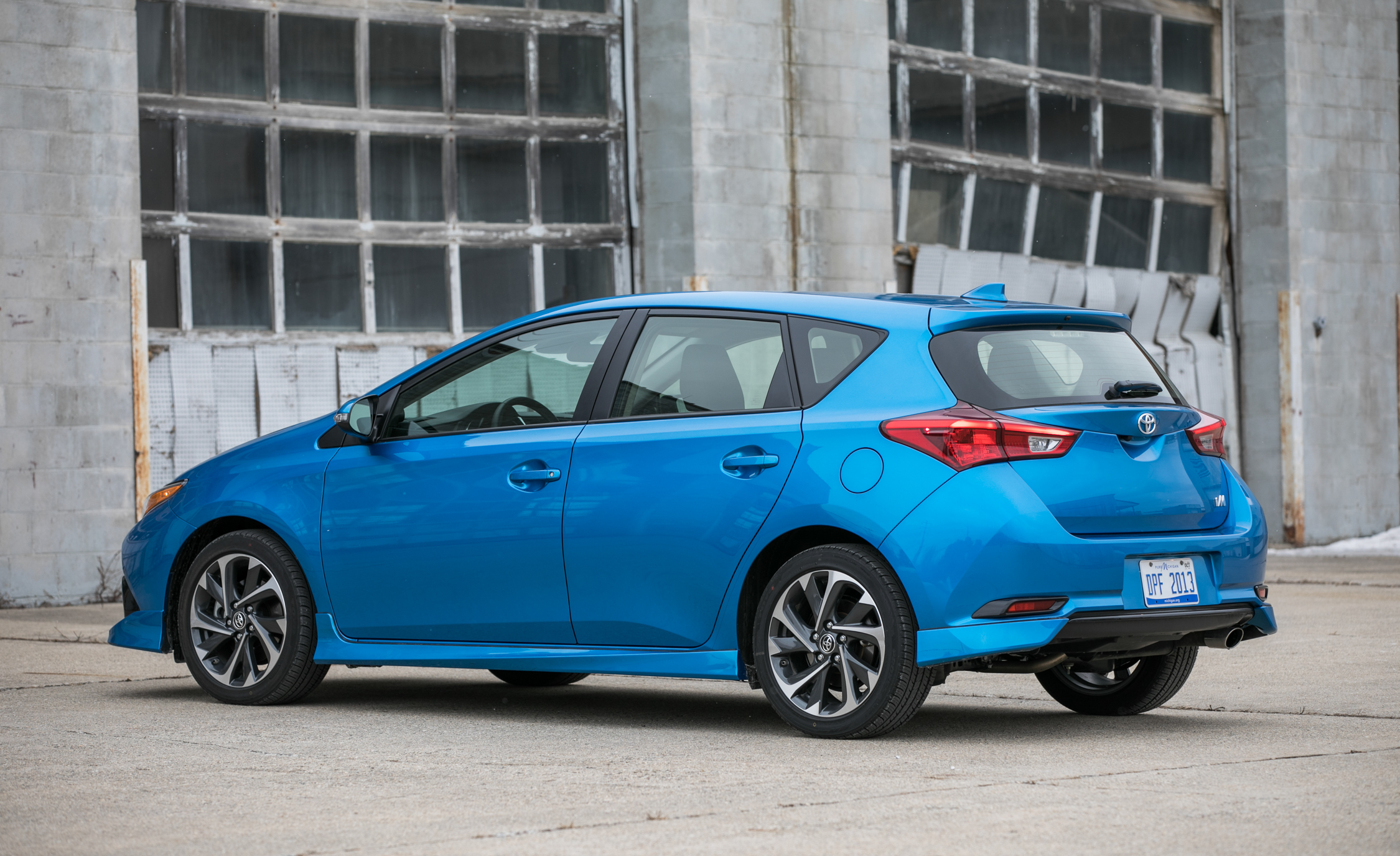 2017 Toyota Corolla IM Hatchback Exterior Side And Rear (Photo 9 of 52)