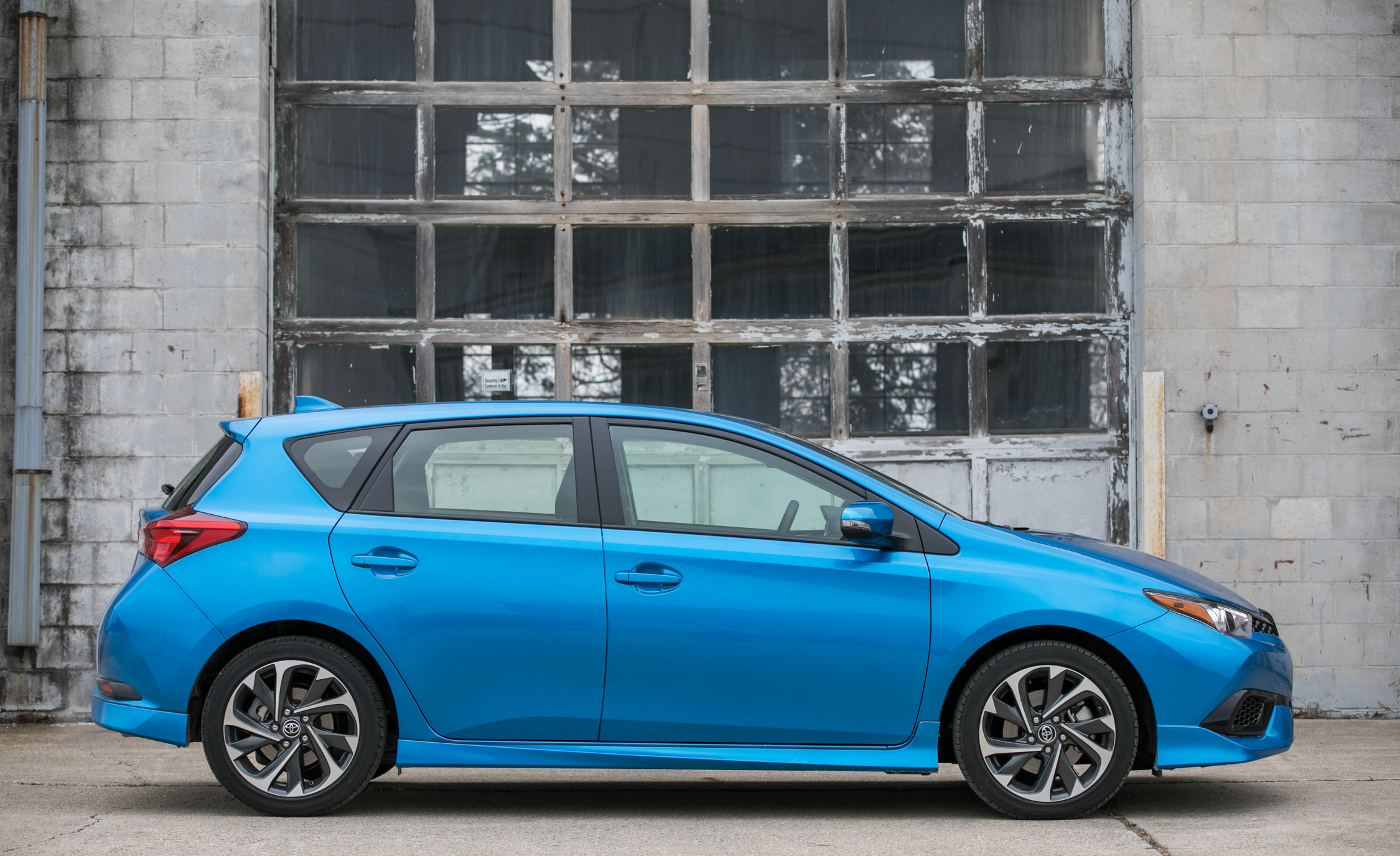 2017 Toyota Corolla IM Hatchback Exterior Side (Photo 8 of 52)