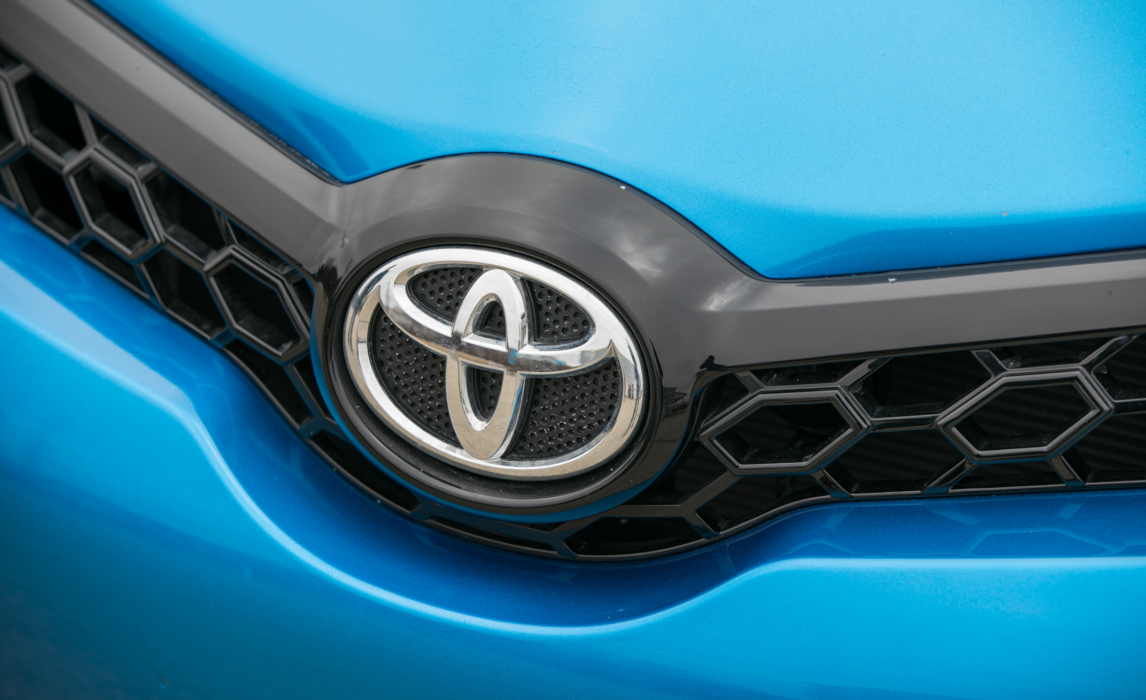 2017 Toyota Corolla IM Hatchback Exterior View Front Badge (Photo 20 of 52)