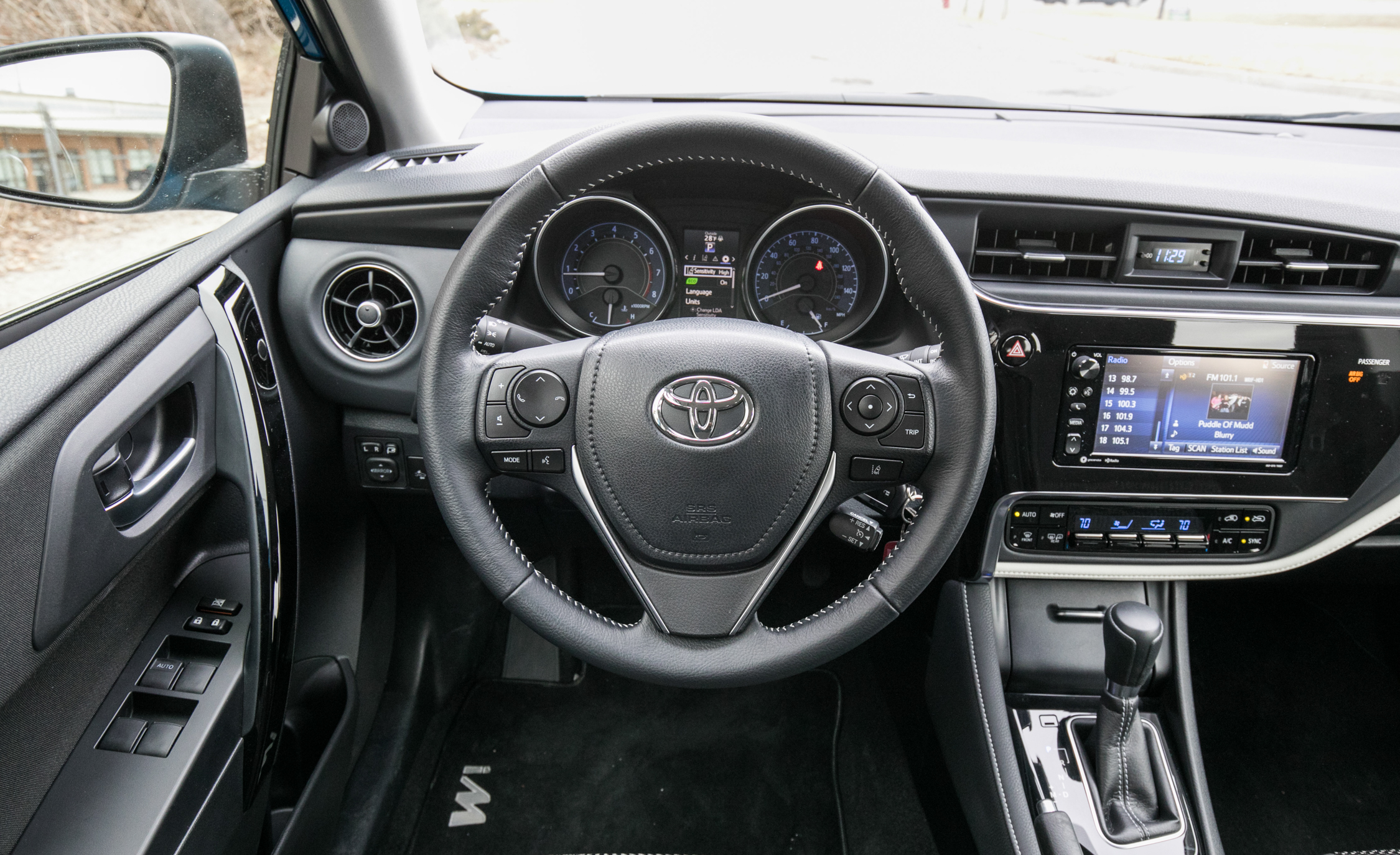 2017 Toyota Corolla IM Hatchback Interior Steering (Photo 31 of 52)