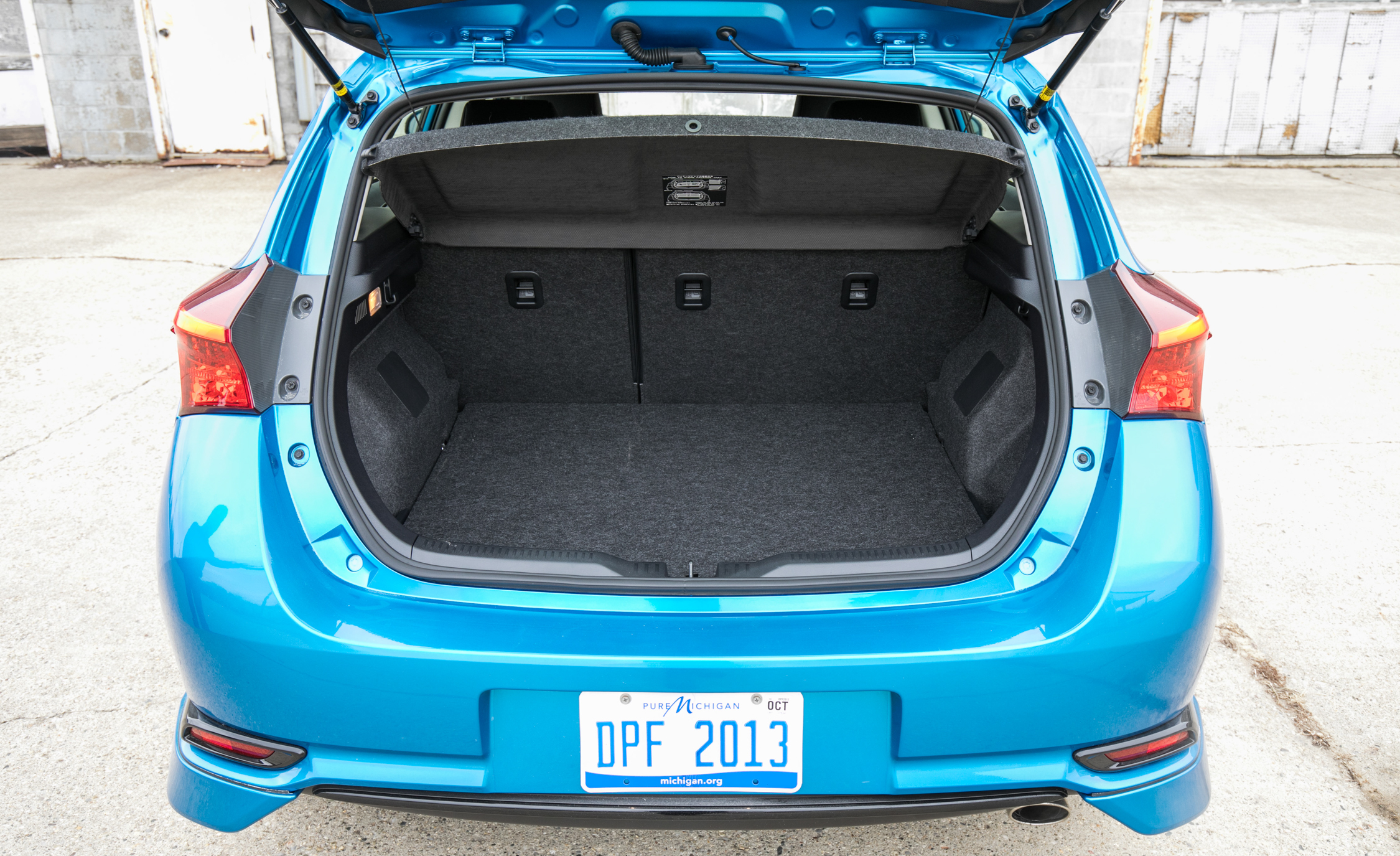 2017 Toyota Corolla IM Hatchback Interior View Cargo Trunk (Photo 37 of 52)