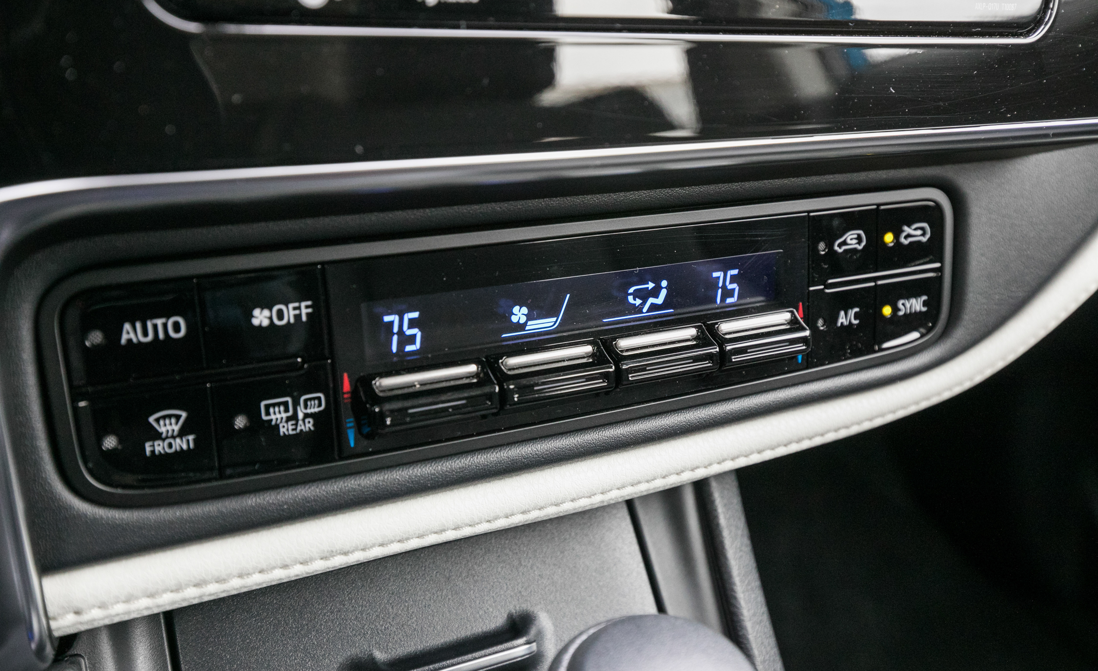 2017 Toyota Corolla IM Hatchback Interior View Climate Control (Photo 40 of 52)