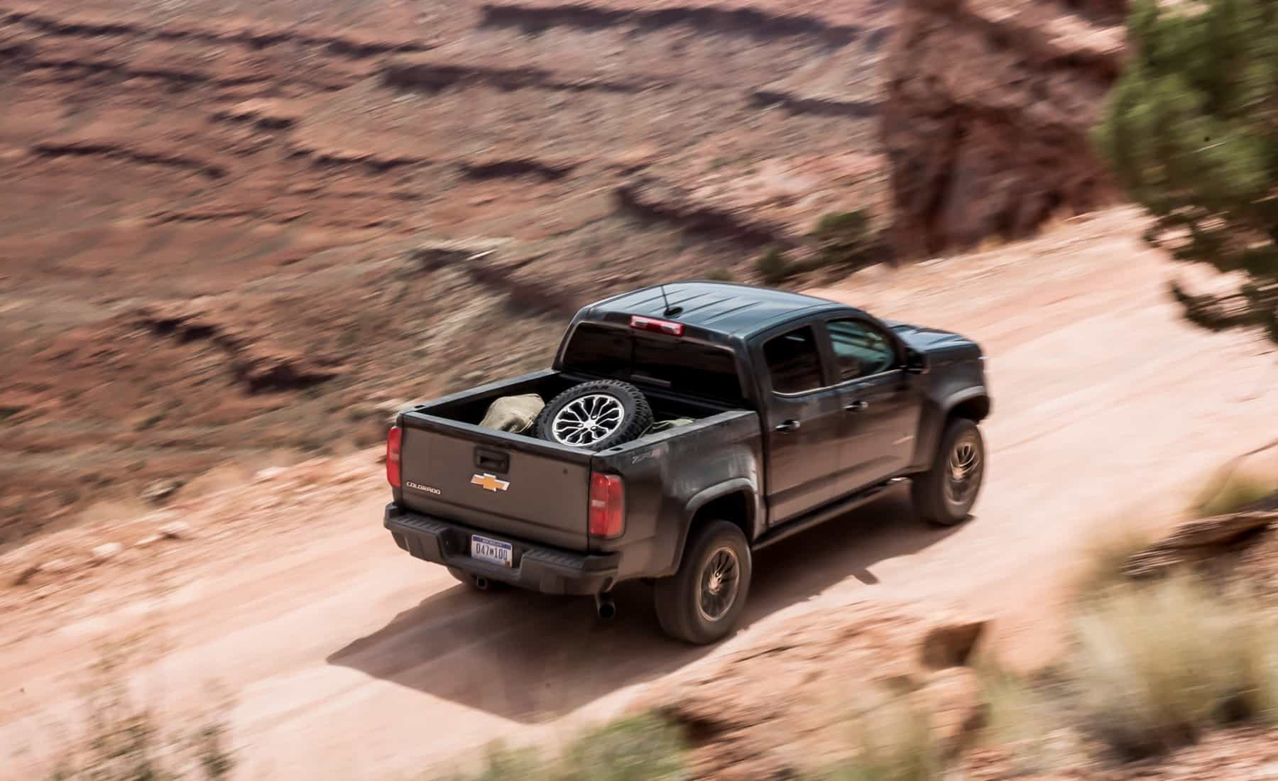 2017 Chevrolet Colorado ZR2 Crew Cab Diesel Test Drive Rear And Top View (Photo 2 of 16)