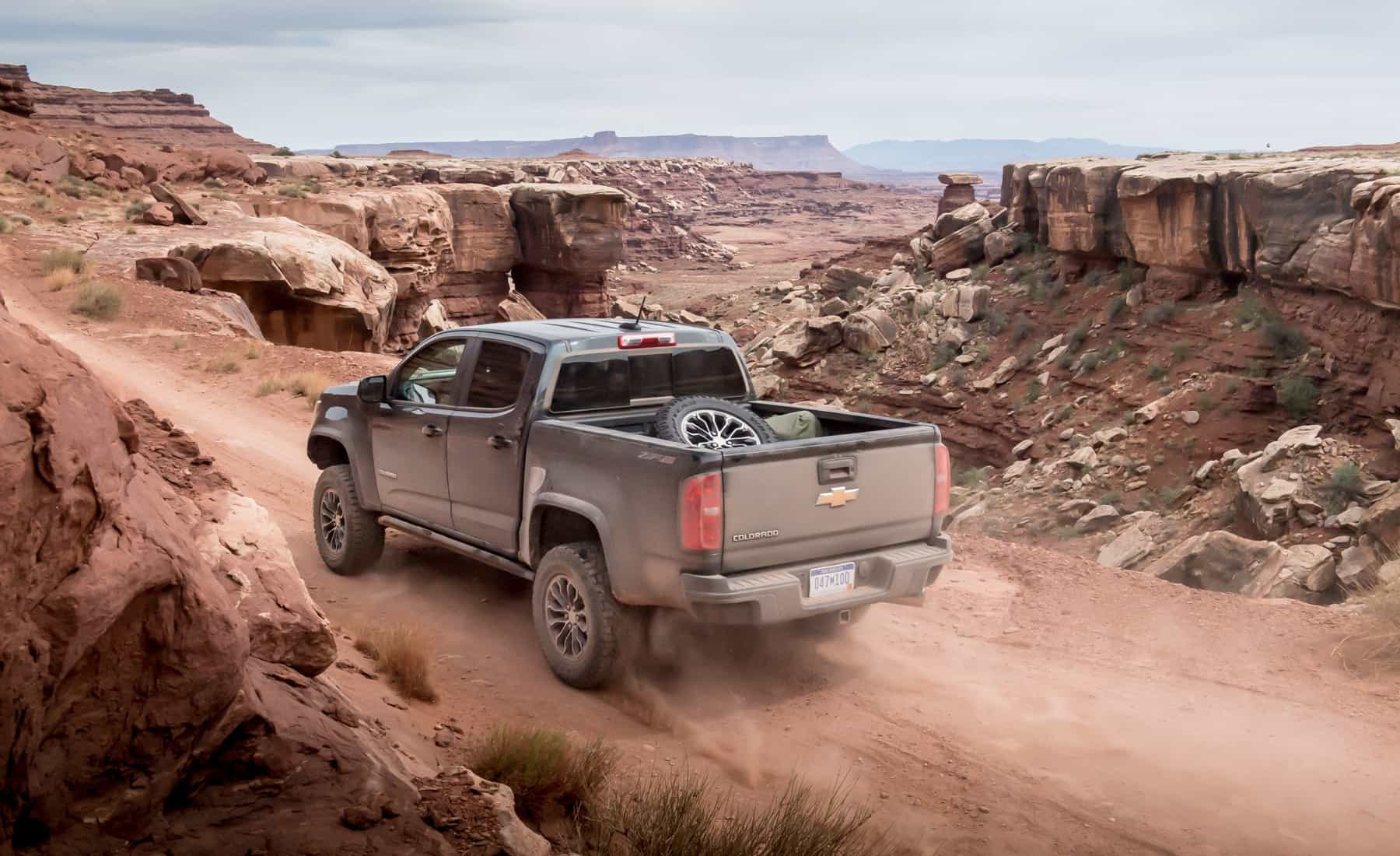 2017 Chevrolet Colorado ZR2 Crew Cab Diesel Test Drive Side And Rear View (Photo 4 of 16)