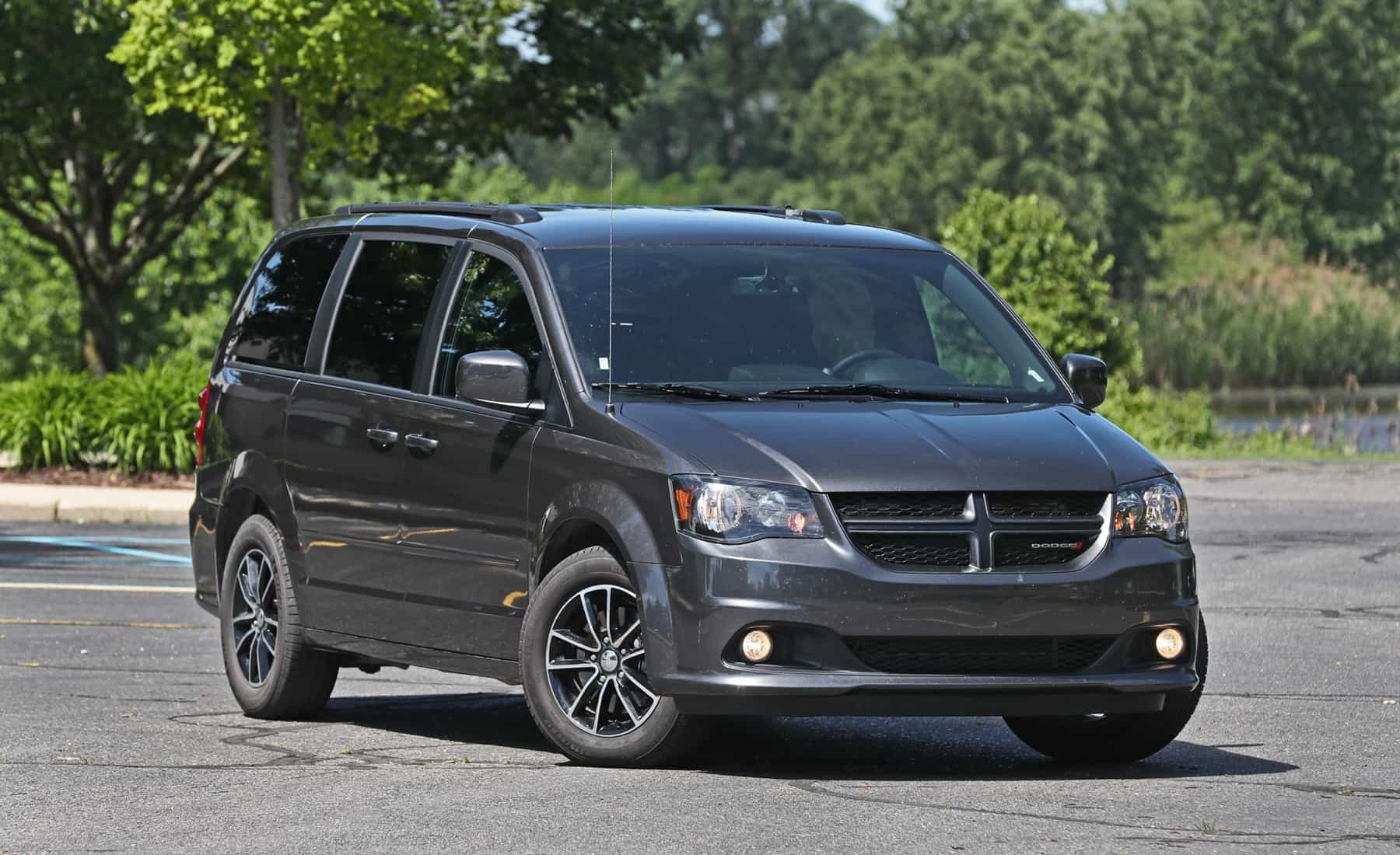 2017 Dodge Grand Caravan Exterior Front And Side (Photo 4 of 47)