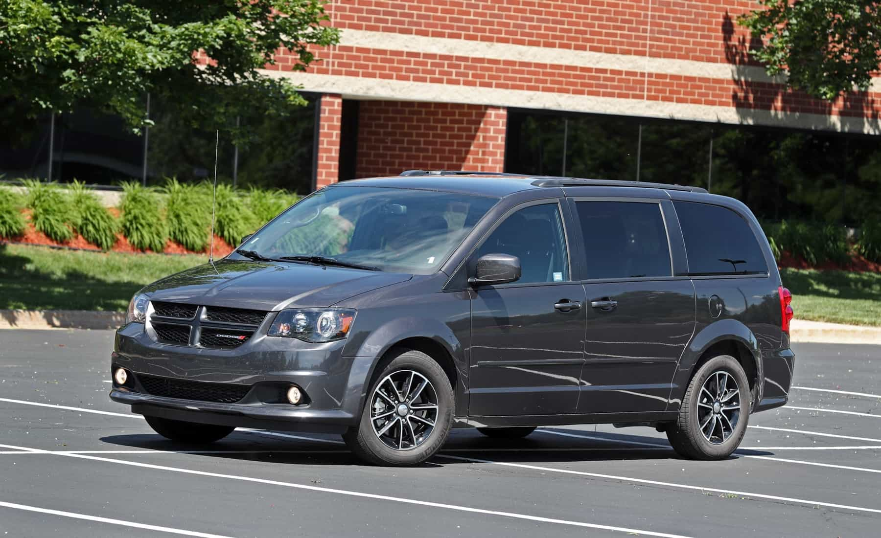 2017 Dodge Grand Caravan Exterior Grey Metallic (Photo 5 of 47)