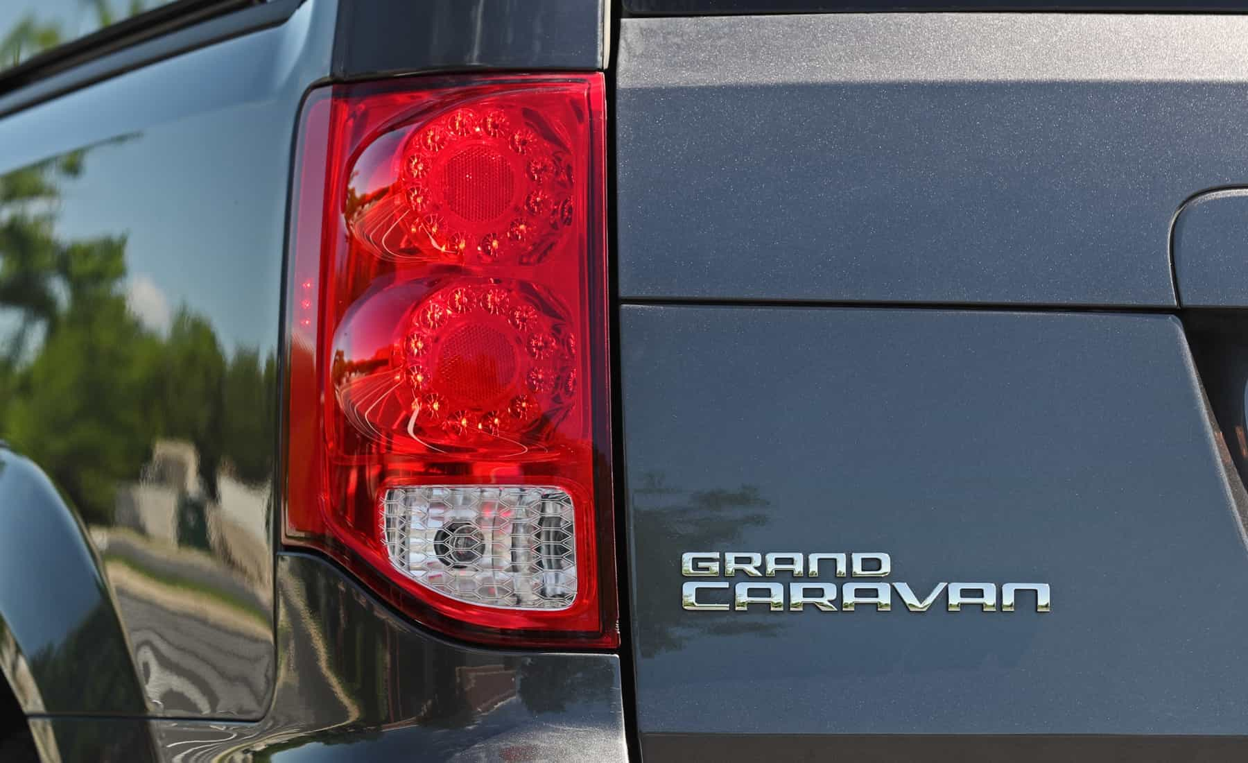 2017 Dodge Grand Caravan Exterior View Taillight (View 34 of 47)