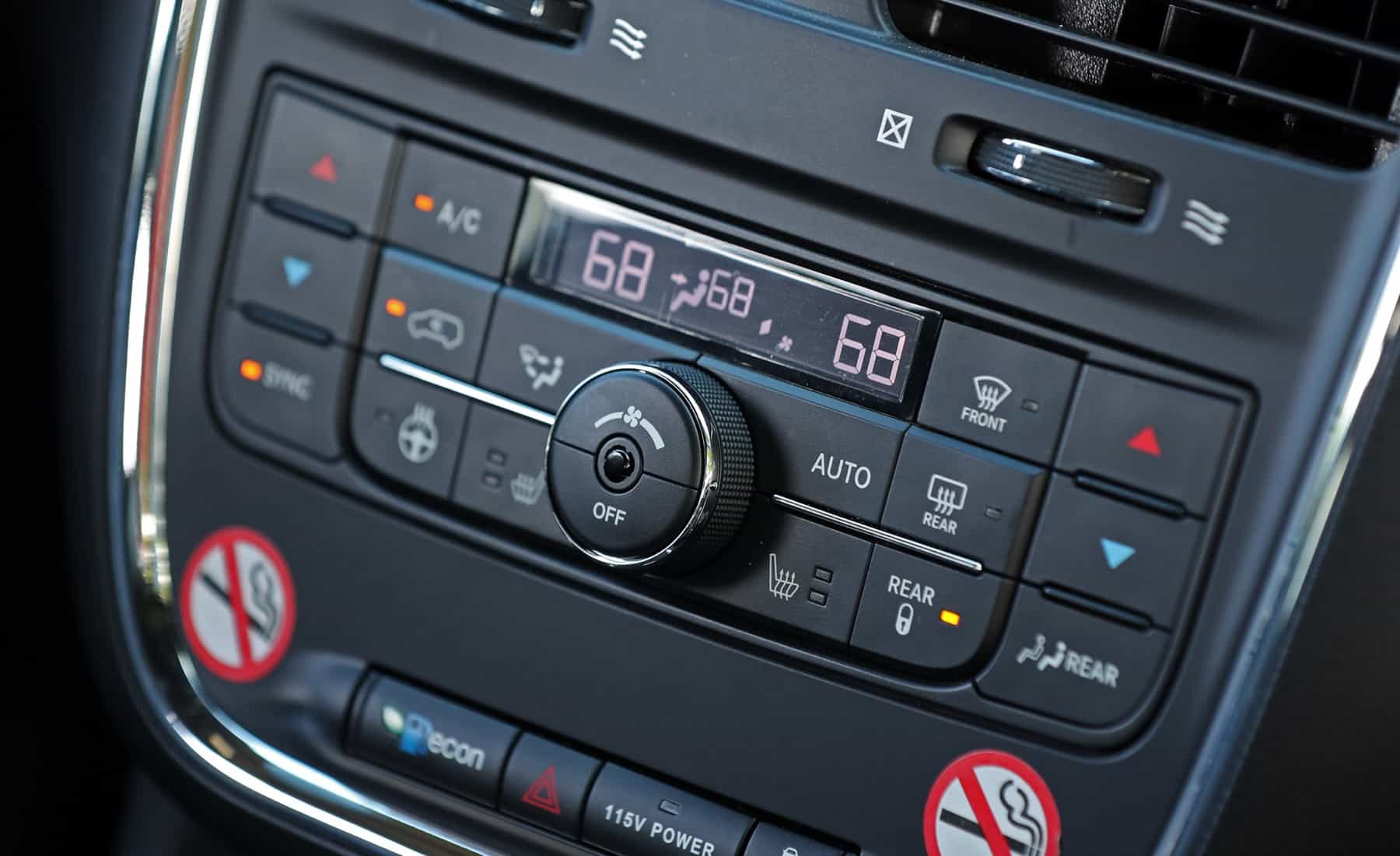 2017 Dodge Grand Caravan Interior View Climate Control Details (Photo 31 of 47)