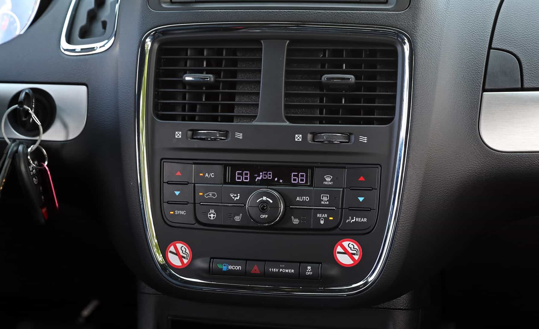 2017 Dodge Grand Caravan Interior View Climate Control (Photo 20 of 47)