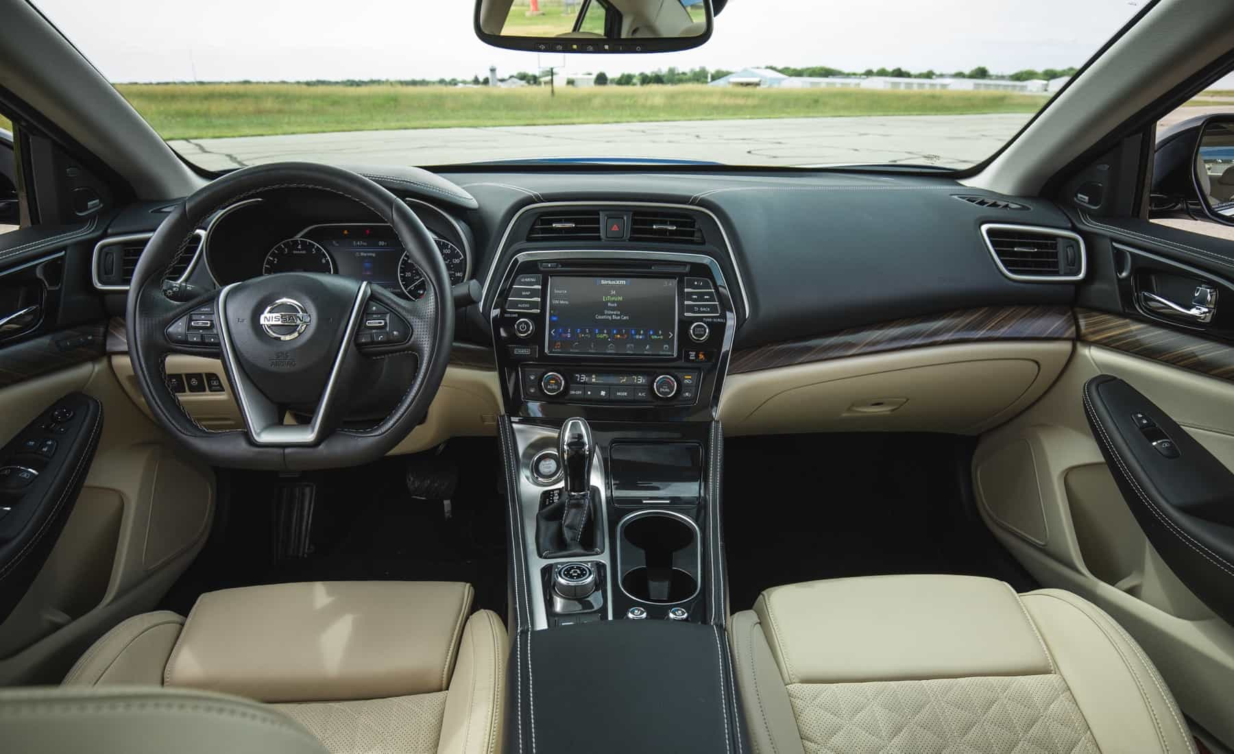 2017 Nissan Maxima Interior (Photo 13 of 40)