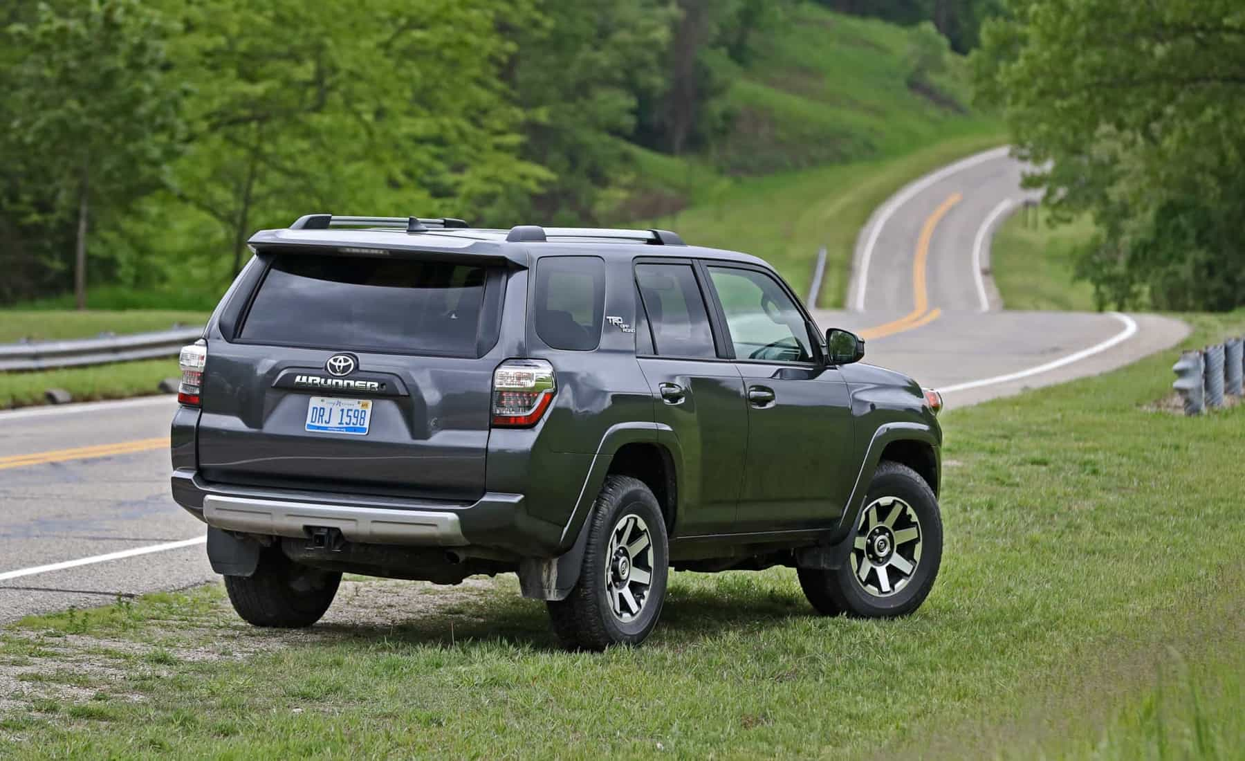 2017 Toyota 4Runner TRD Off Road 4WD Exterior Rear (Photo 34 of 40)