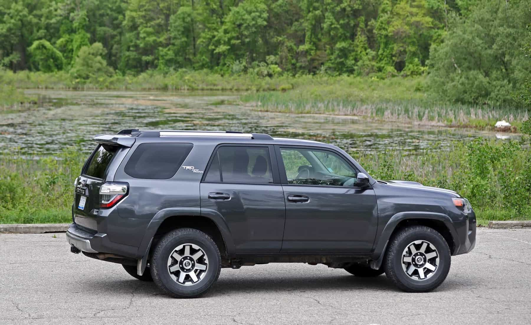 2017 Toyota 4Runner TRD Off Road 4WD Exterior Side End (View 27 of 40)