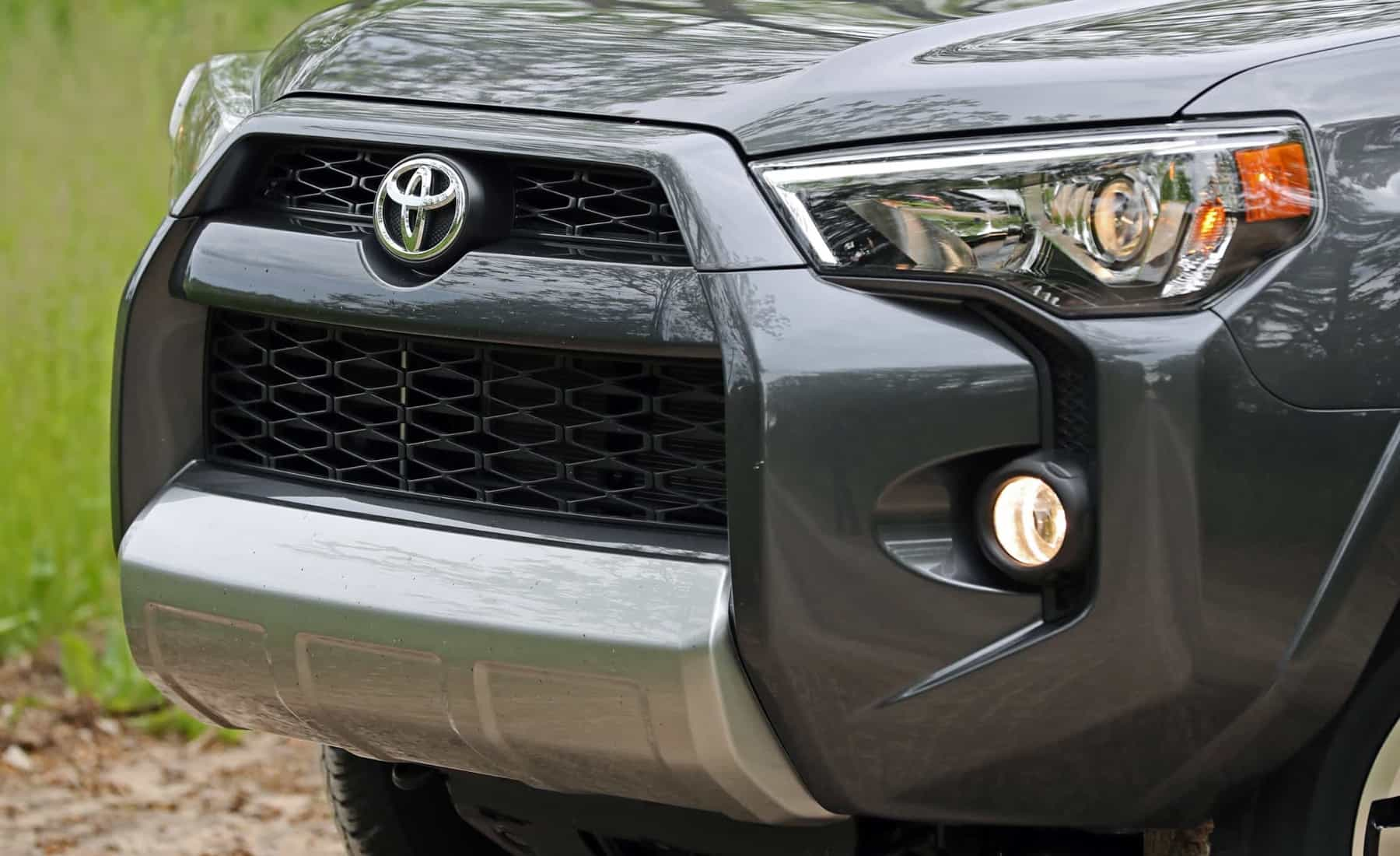 2017 Toyota 4Runner TRD Off Road 4WD Exterior View Grille And Bumper (Photo 37 of 40)