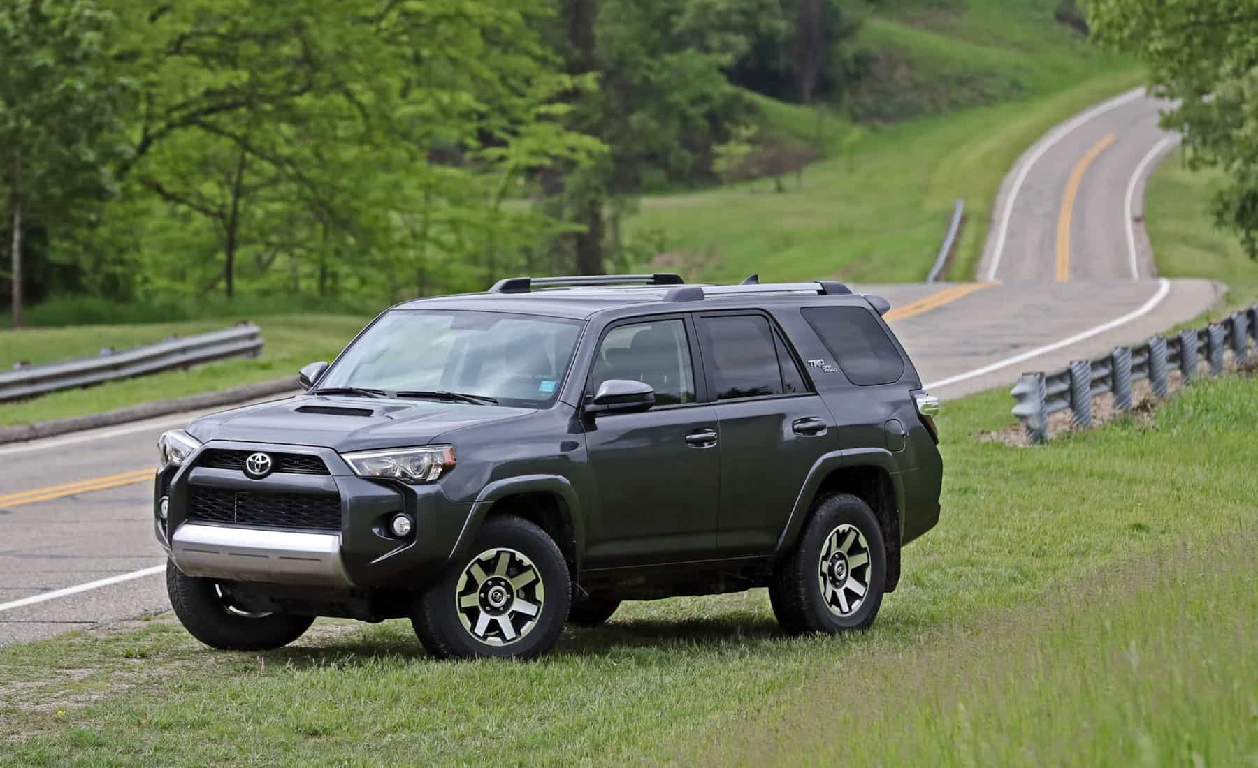 2017 Toyota 4Runner TRD Off Road 4WD Exterior (Photo 24 of 40)
