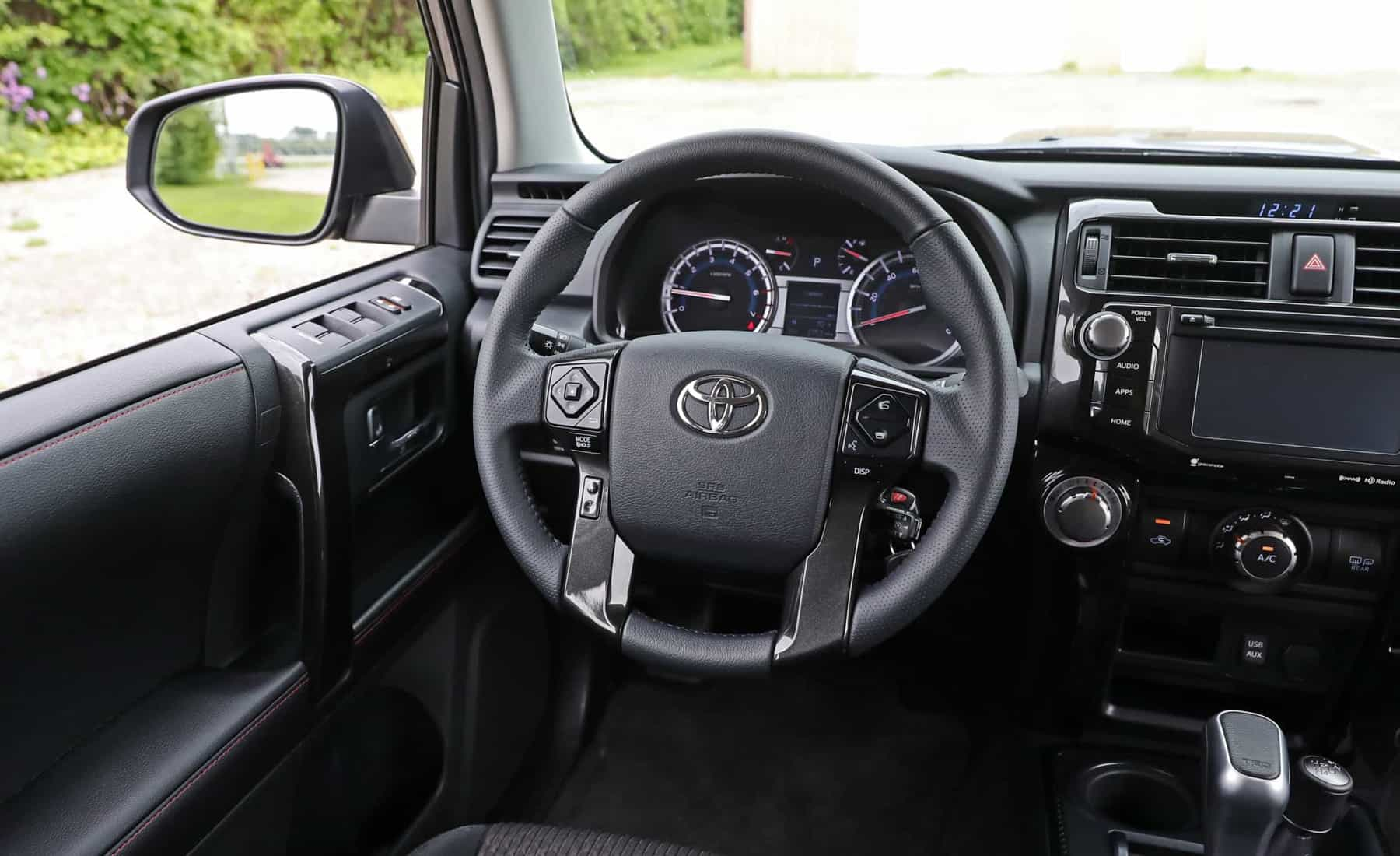 2017 Toyota 4Runner TRD Off Road 4WD Interior Cockpit Steering (Photo 25 of 40)