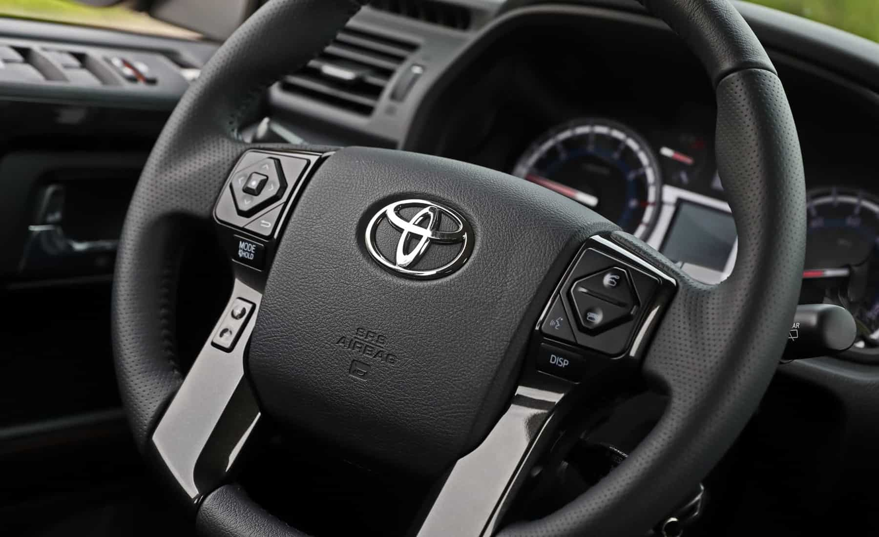 2017 Toyota 4Runner TRD Off Road 4WD Interior Steering Details (Photo 14 of 40)