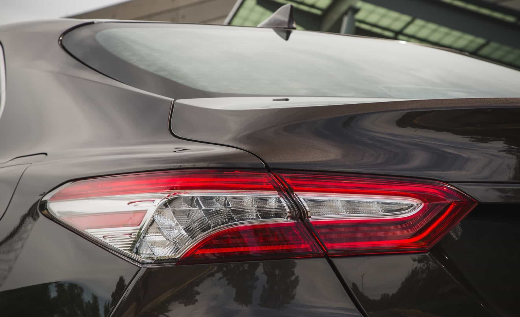 2018 Toyota Camry Hybrid XLE Exterior View Taillight (Photo 29 of 41)