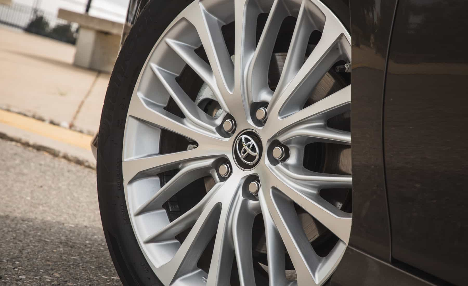 2018 Toyota Camry Hybrid XLE Exterior View Wheel Velg (Photo 30 of 41)