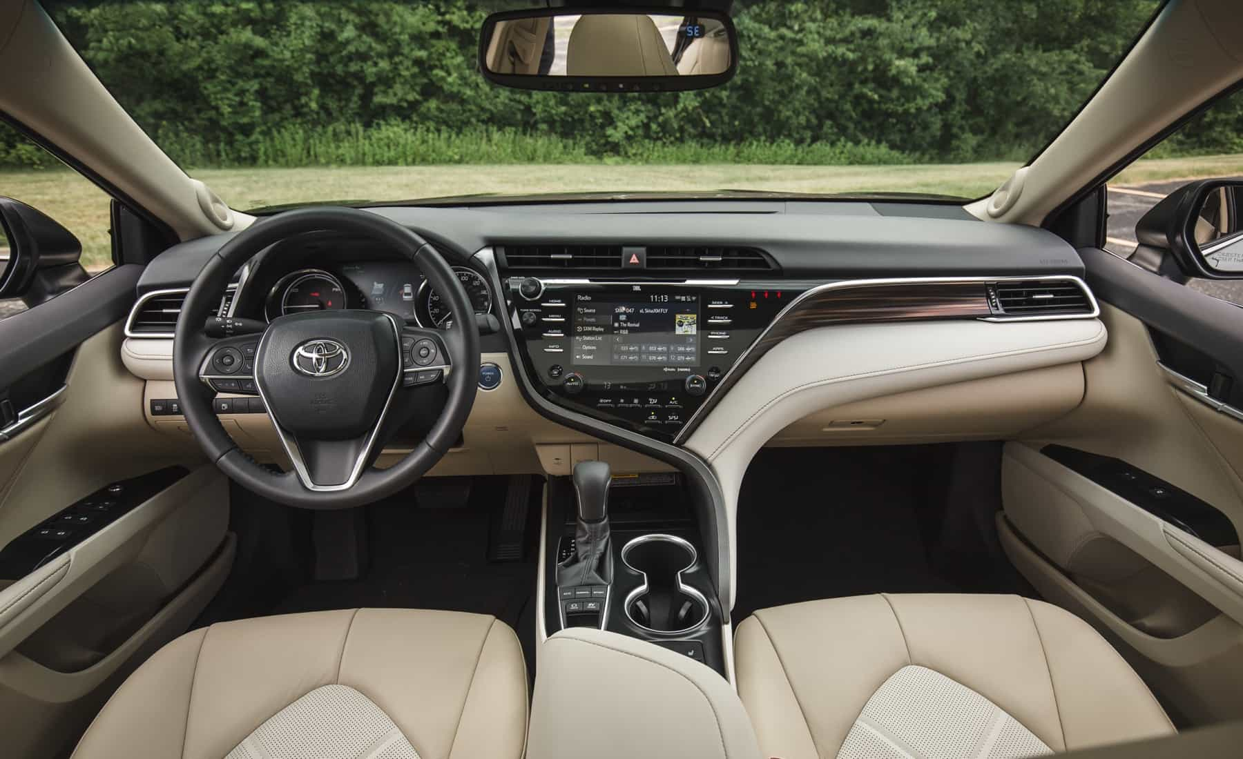 2018 Toyota Camry Hybrid XLE Interior Dashboard (Photo 23 of 41)
