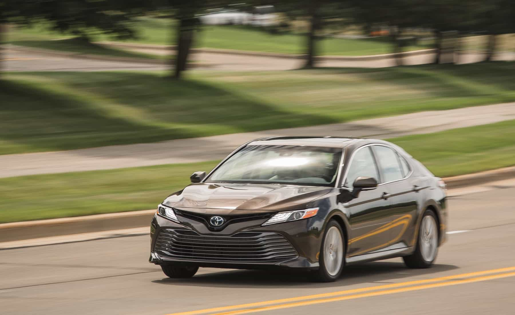 2018 Toyota Camry Hybrid XLE Test Drive Brown Metallic (Photo 36 of 41)