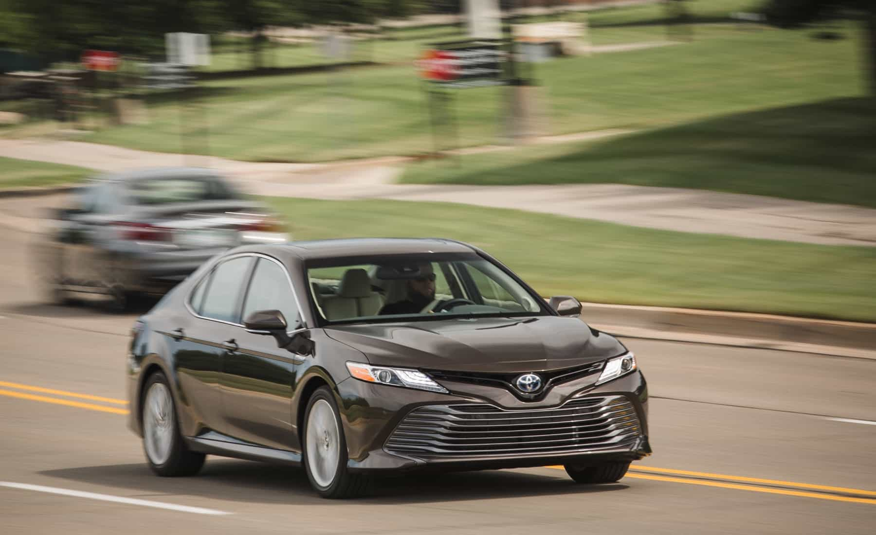 2018 Toyota Camry Hybrid XLE Test Drive Front View (Photo 11 of 41)