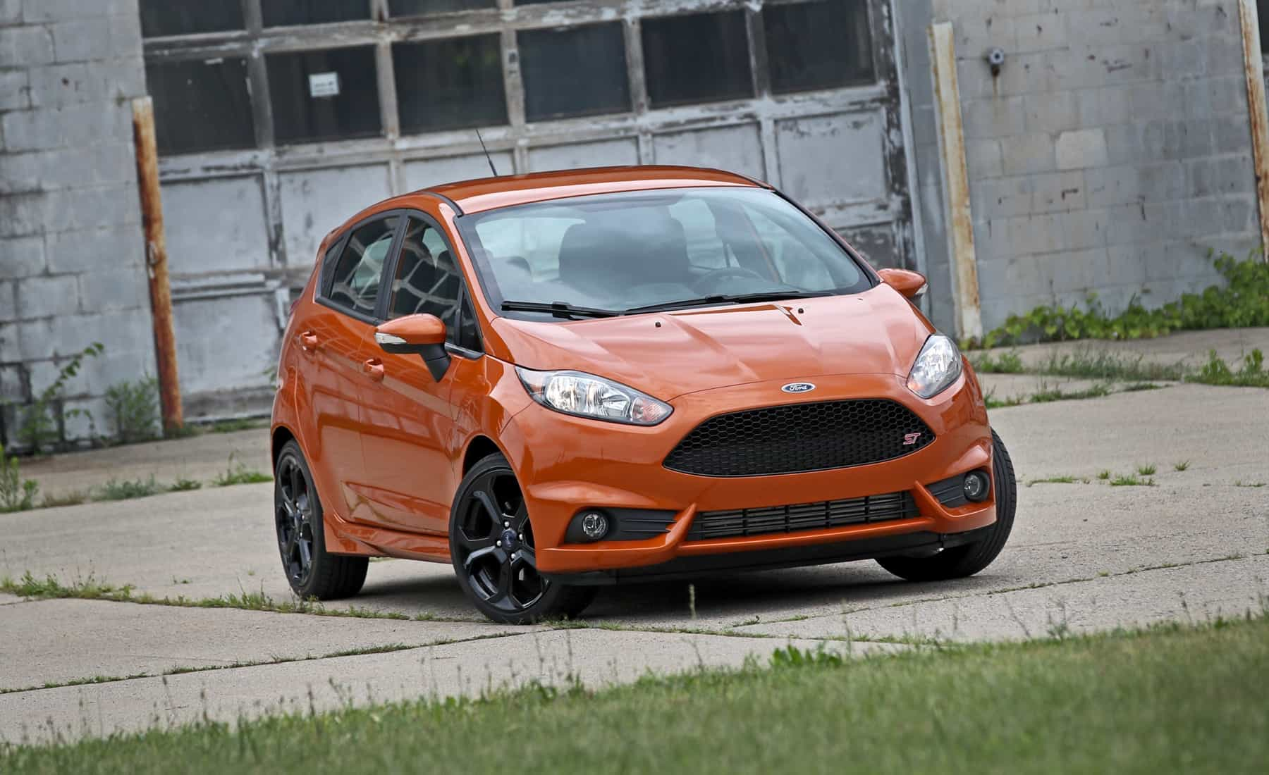 2017 Ford Fiesta ST Exterior Front (Photo 3 of 47)