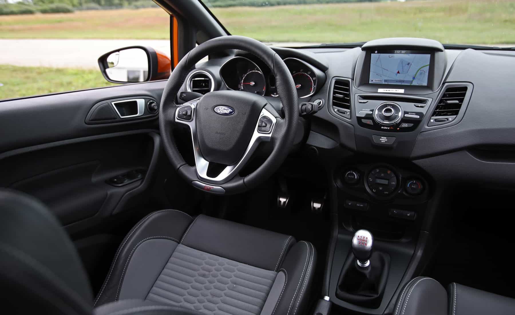 2017 Ford Fiesta ST Interior Driver Cockpit (Photo 18 of 47)