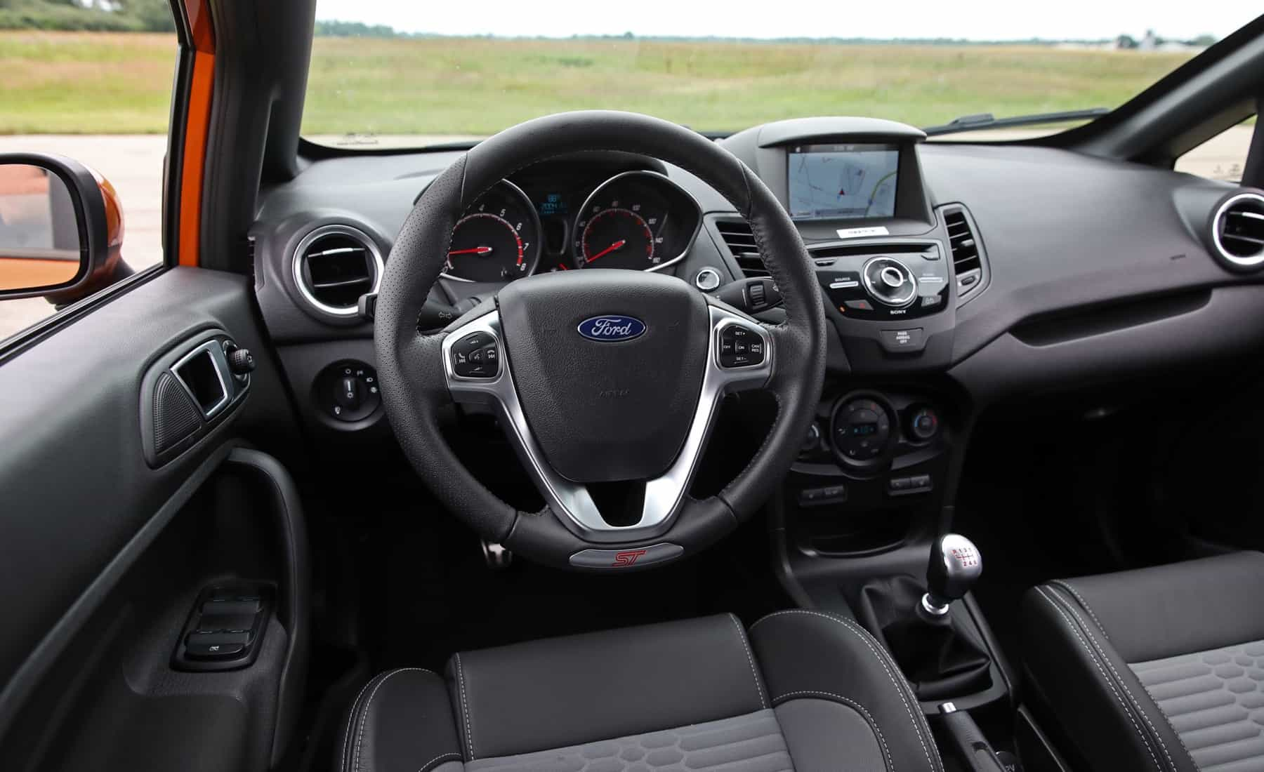 2017 Ford Fiesta ST Interior View Steering And Dashboard (Photo 34 of 47)