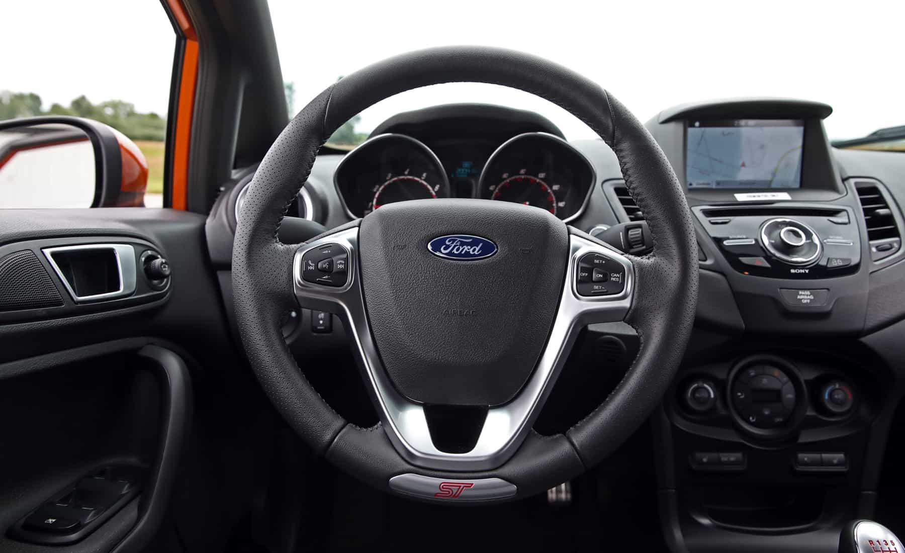 2017 Ford Fiesta ST Interior View Steering (Photo 33 of 47)