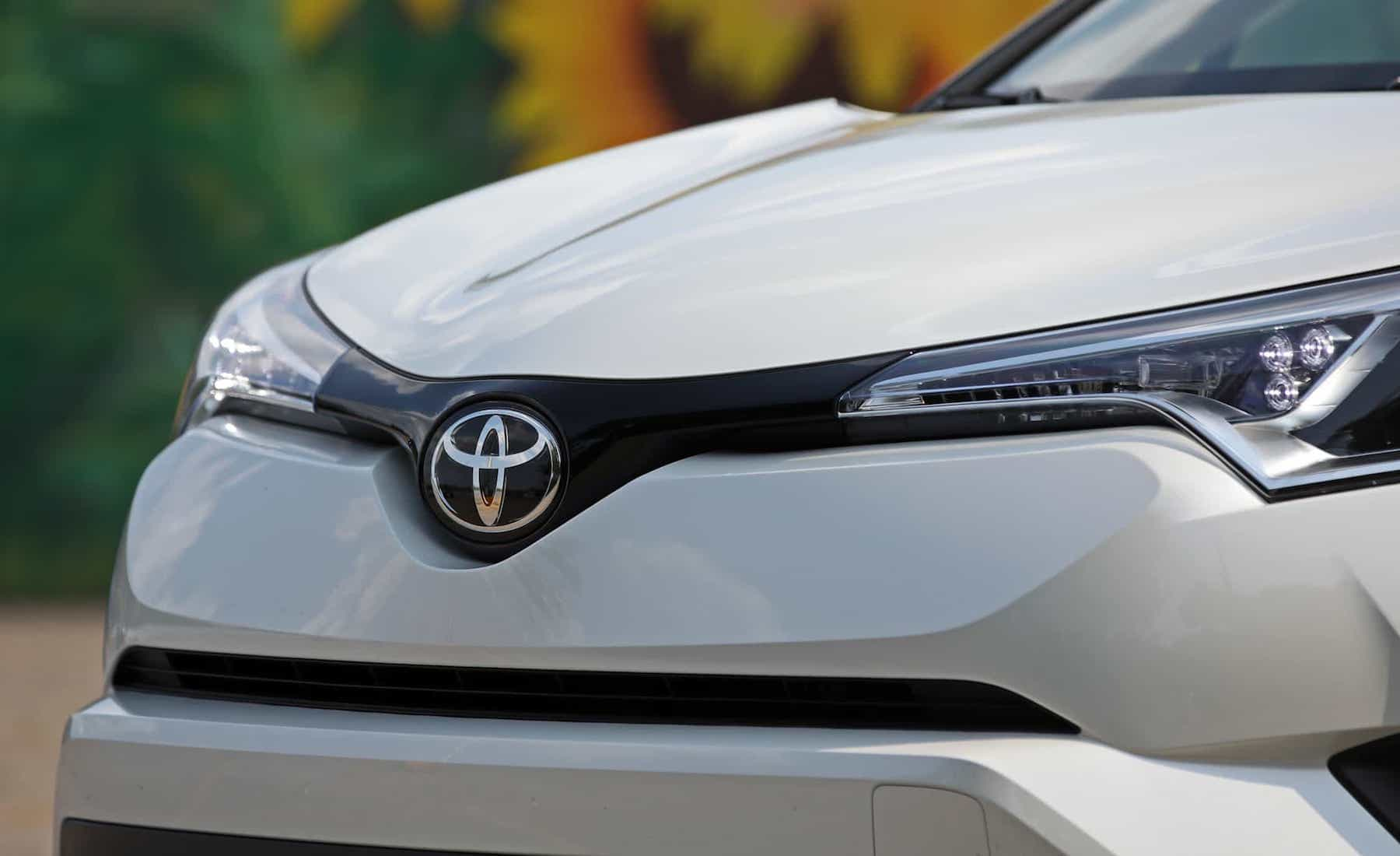 2018 Toyota C HR XLE Premium Exterior View Front Grille And Badge (Photo 9 of 52)