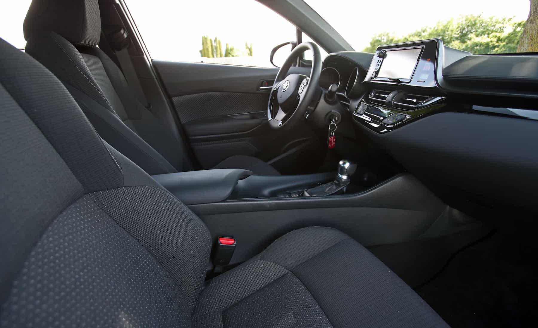 2018 Toyota C HR XLE Premium Interior Seats Front (Photo 21 of 52)