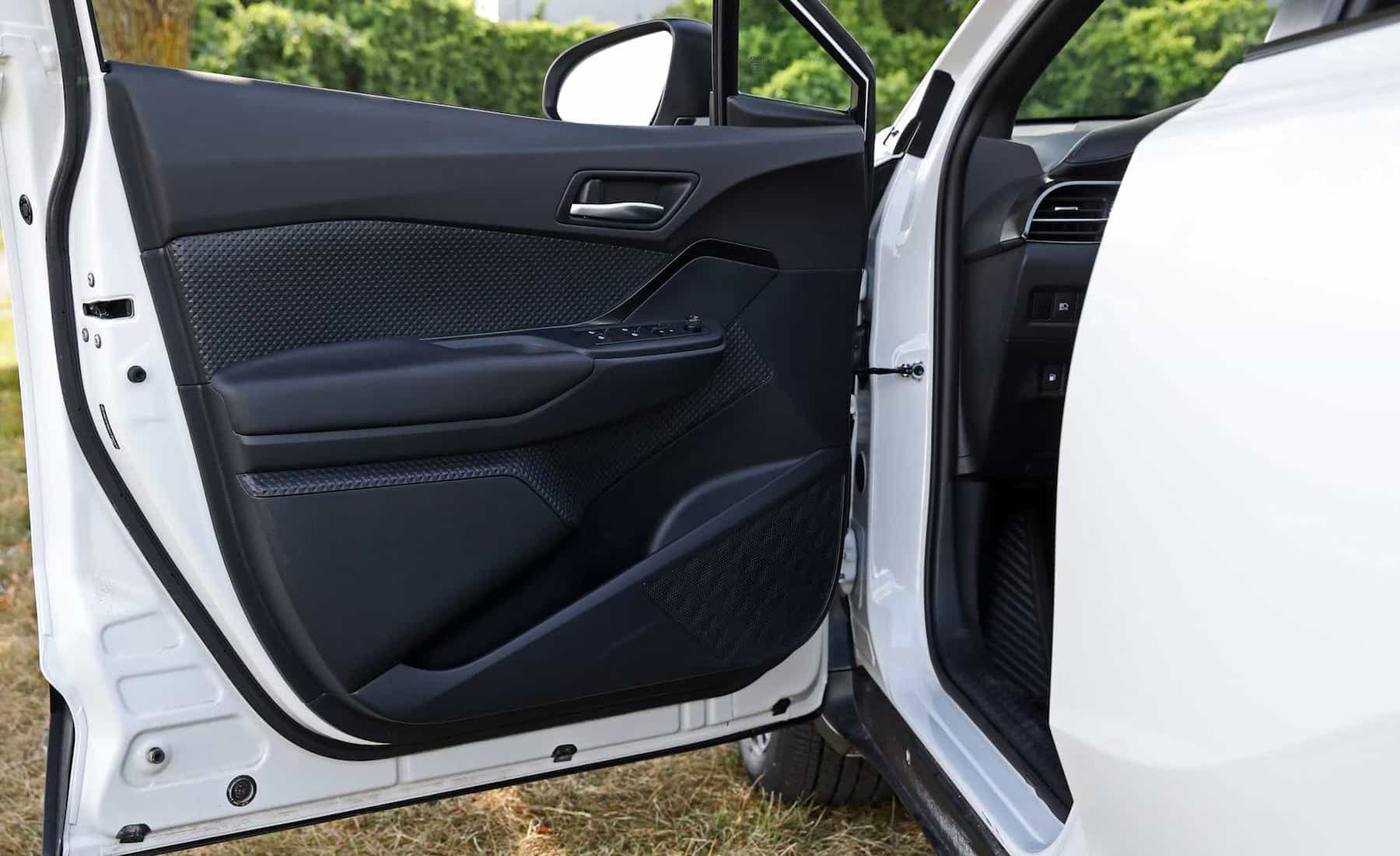 2018 Toyota C HR XLE Premium Interior View Door Trim Front (Photo 25 of 52)